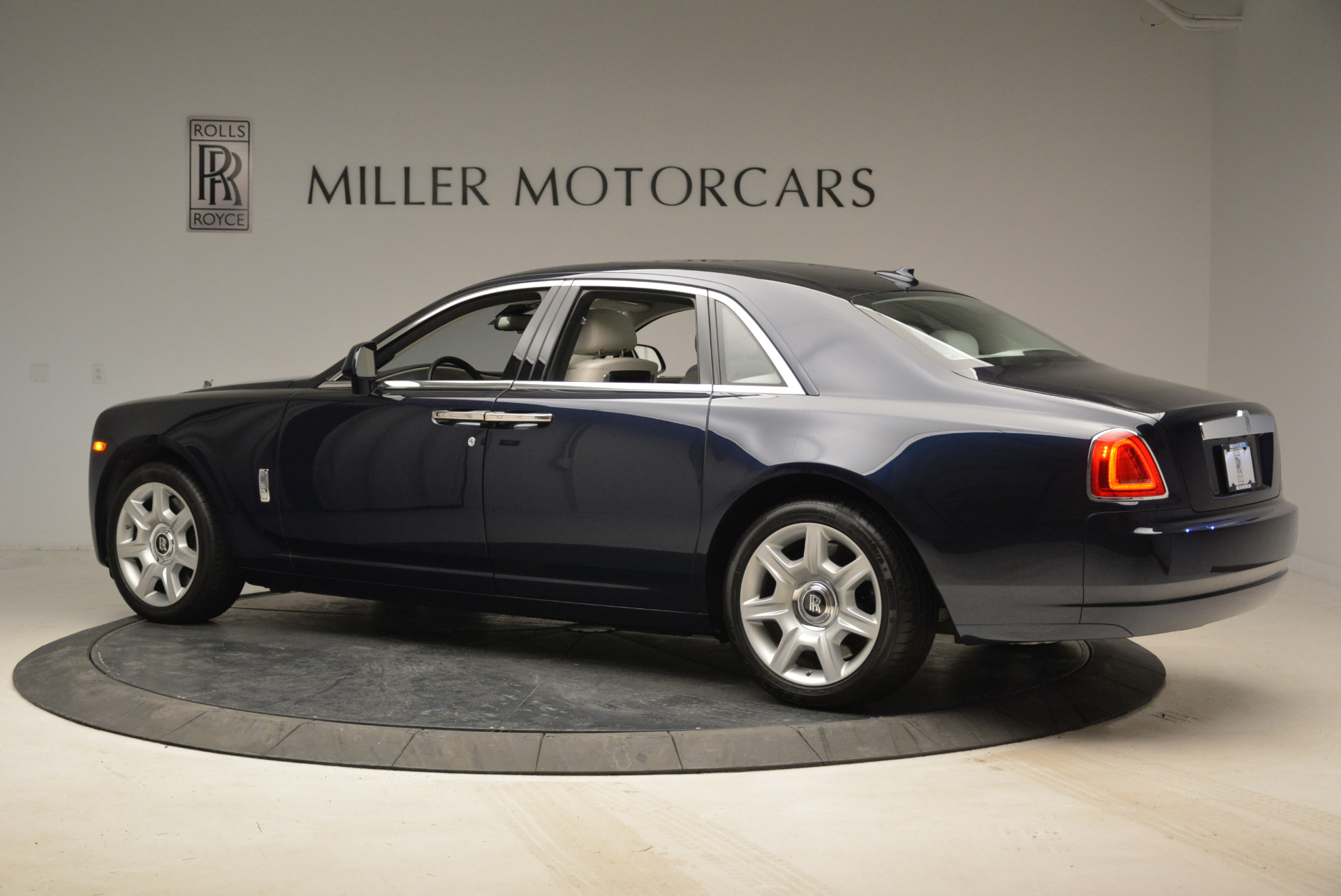 Used 2015 Rolls-Royce Ghost  For Sale In Greenwich, CT. Alfa Romeo of Greenwich, 7317 1980_p4