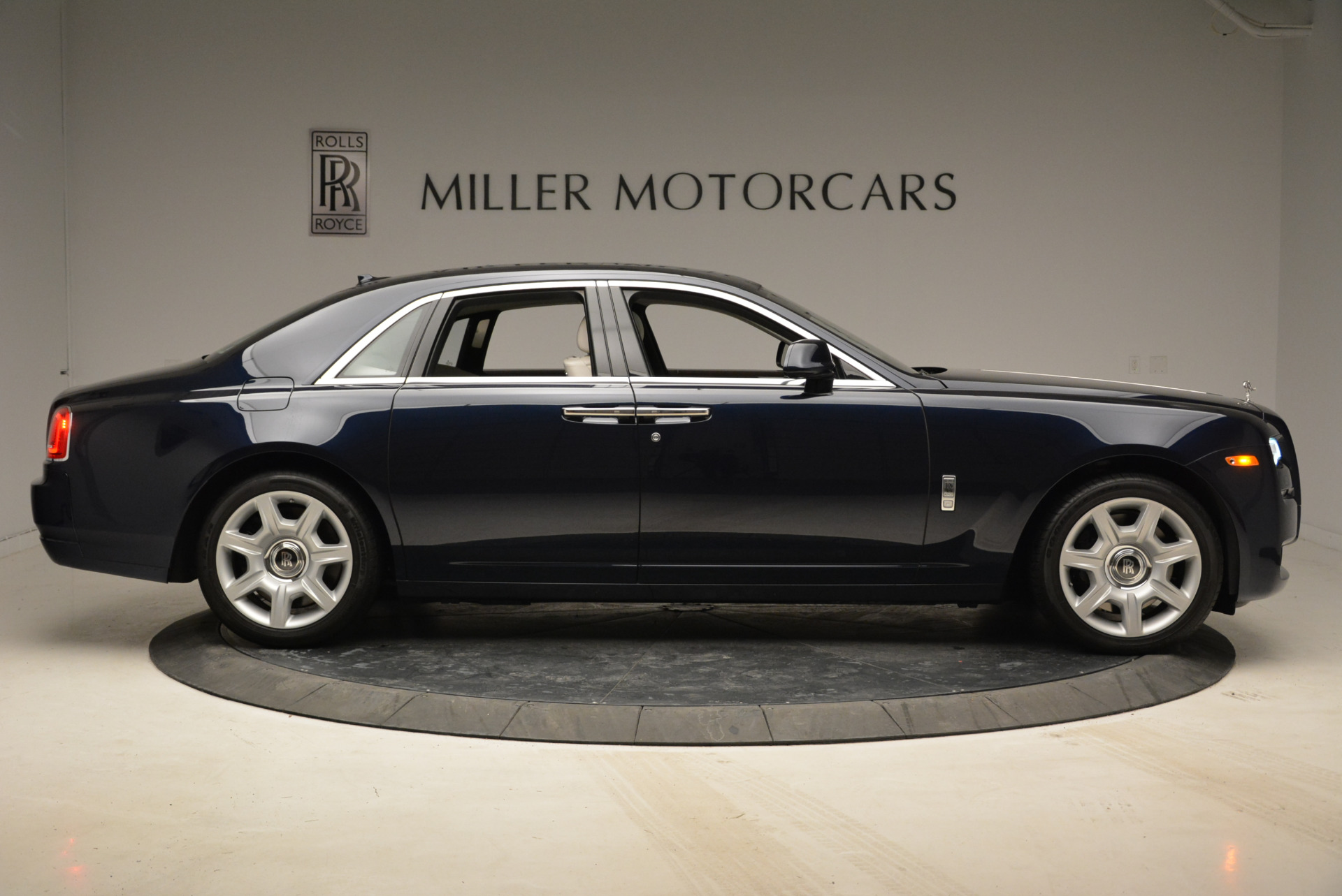 Used 2015 Rolls-Royce Ghost  For Sale In Greenwich, CT. Alfa Romeo of Greenwich, 7317 1980_p9