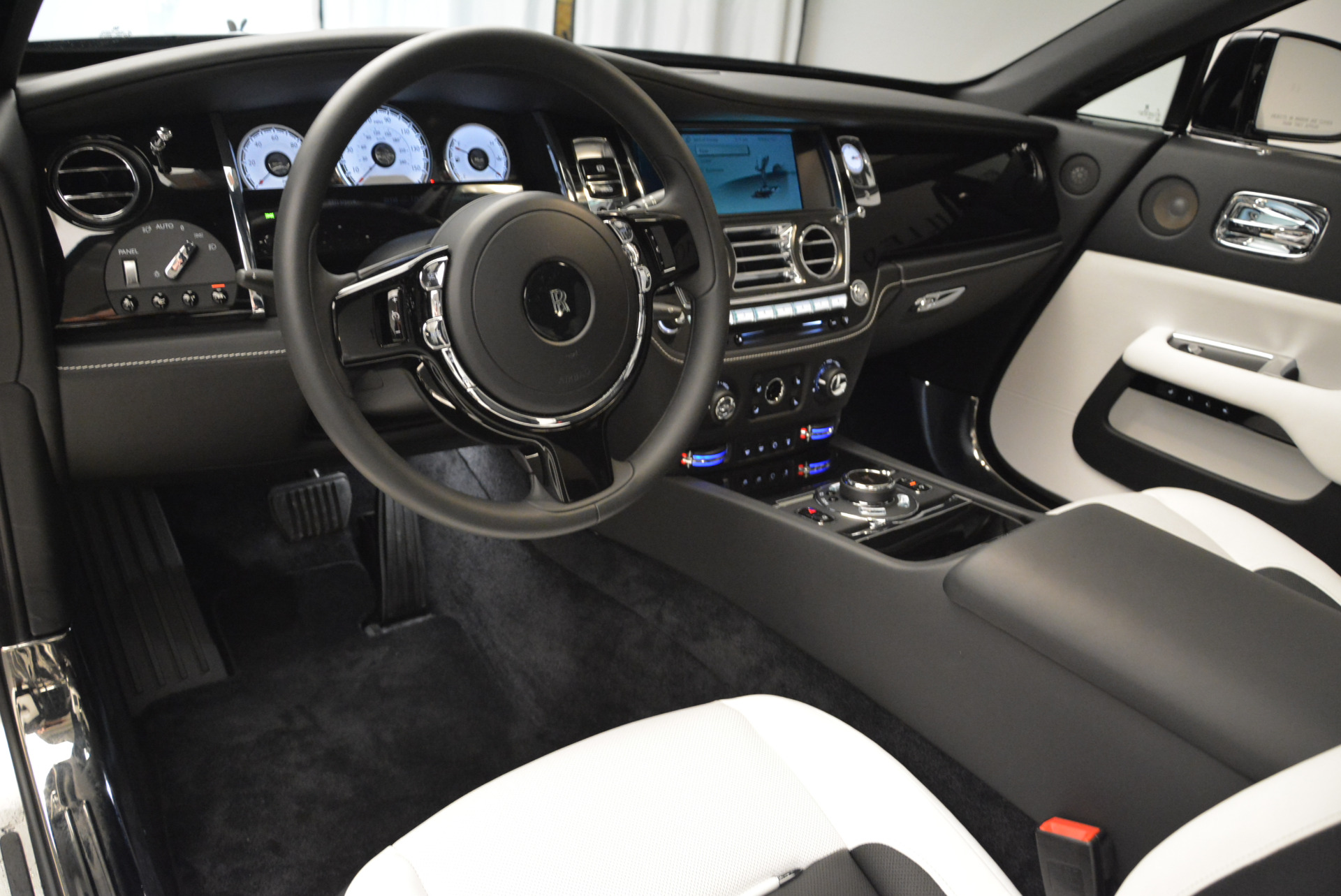 Used 2017 Rolls-Royce Wraith Black Badge For Sale In Greenwich, CT. Alfa Romeo of Greenwich, R452 1994_p17
