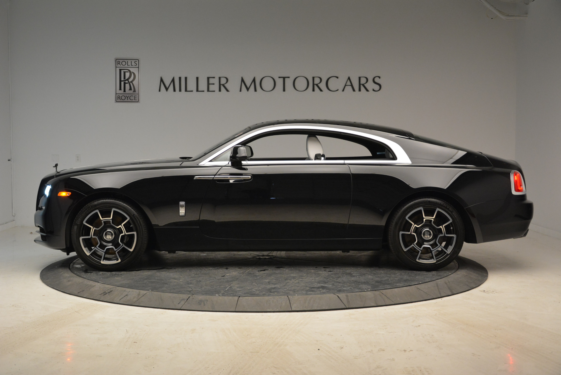 Used 2017 Rolls-Royce Wraith Black Badge For Sale In Greenwich, CT. Alfa Romeo of Greenwich, R452 1994_p3