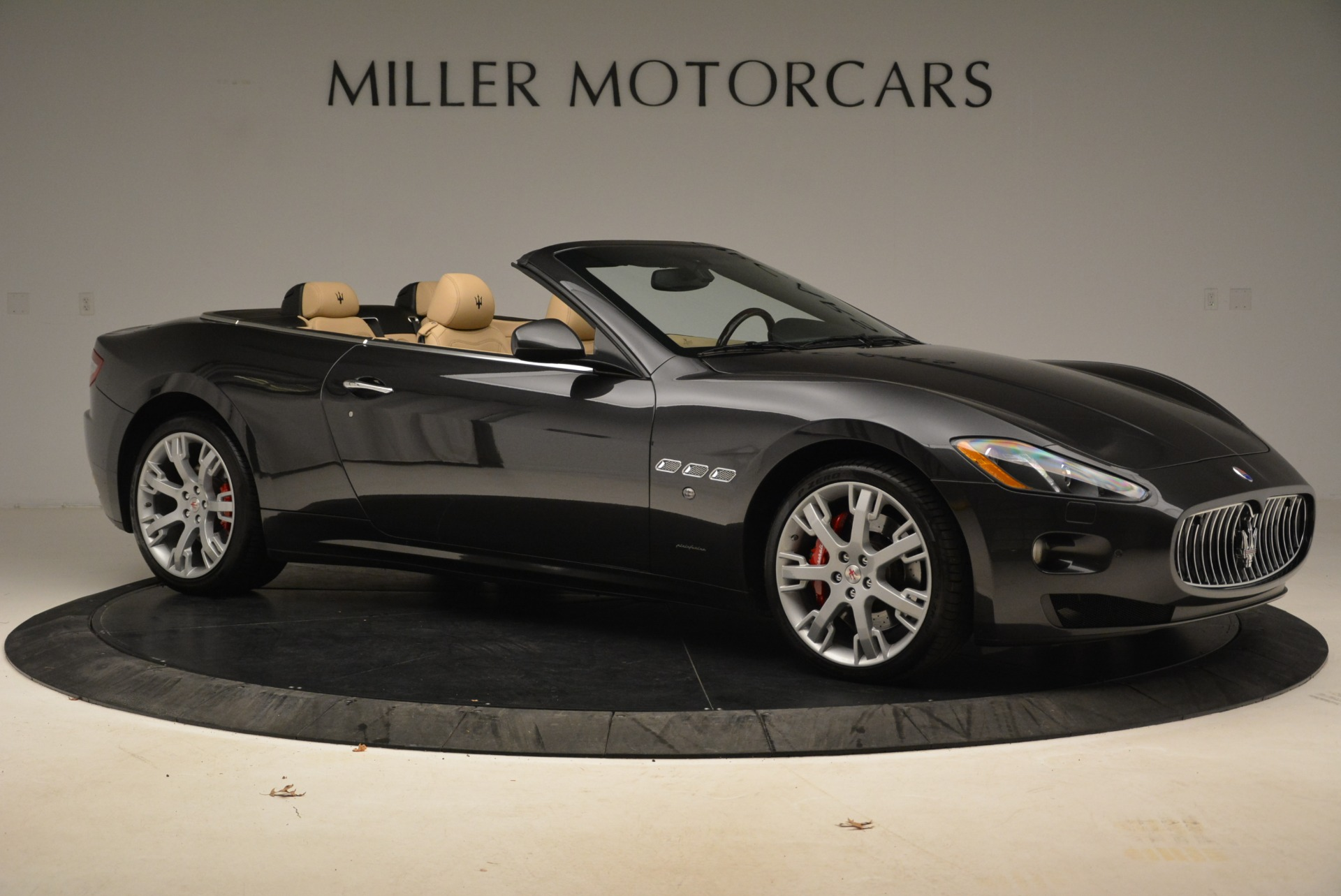 Used 2013 Maserati GranTurismo Convertible  For Sale In Greenwich, CT. Alfa Romeo of Greenwich, W566A 2050_p10