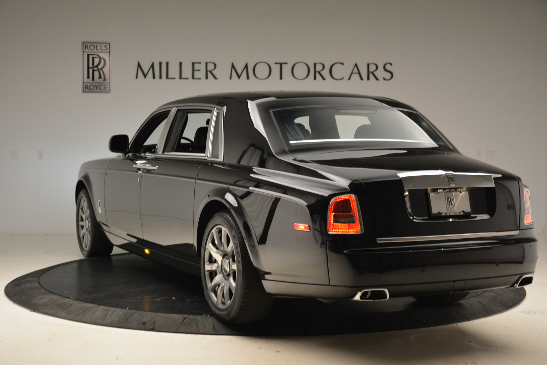 Used 2014 Rolls-Royce Phantom EWB For Sale In Greenwich, CT. Alfa Romeo of Greenwich, 7319 2051_p7