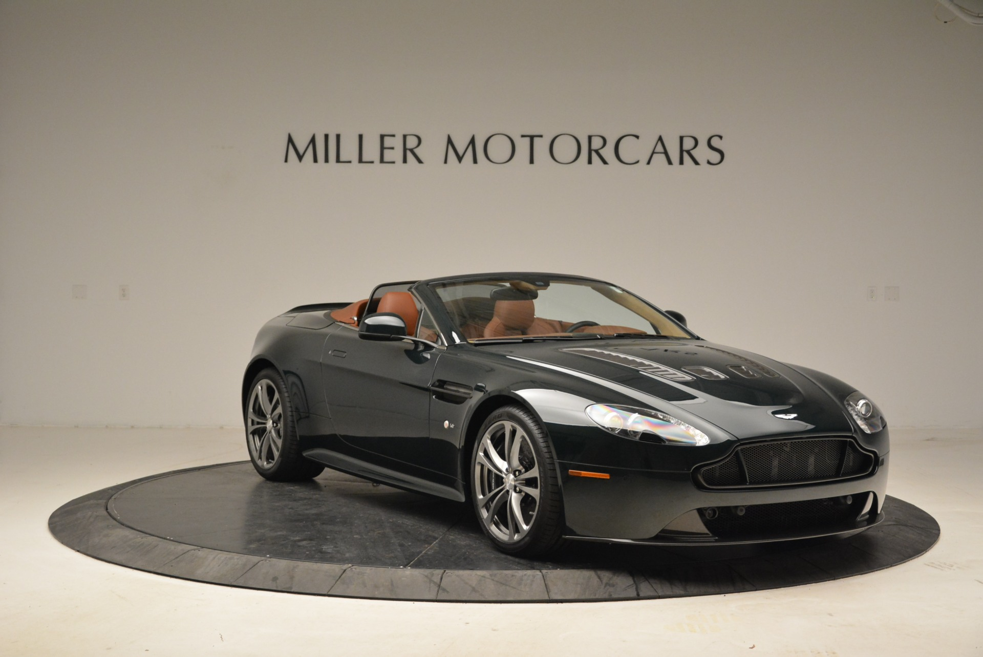 Used 2017 Aston Martin V12 Vantage S Roadster For Sale In Greenwich, CT. Alfa Romeo of Greenwich, 7347 2055_p11