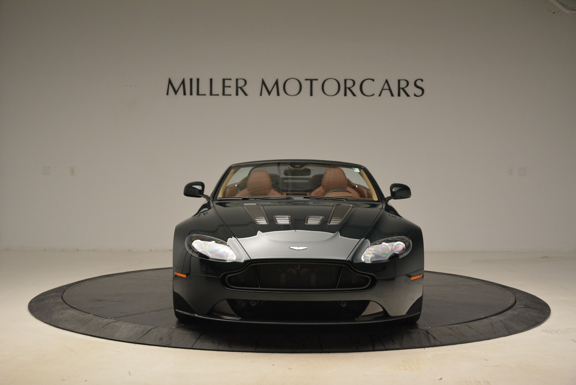 Used 2017 Aston Martin V12 Vantage S Roadster For Sale In Greenwich, CT. Alfa Romeo of Greenwich, 7347 2055_p12