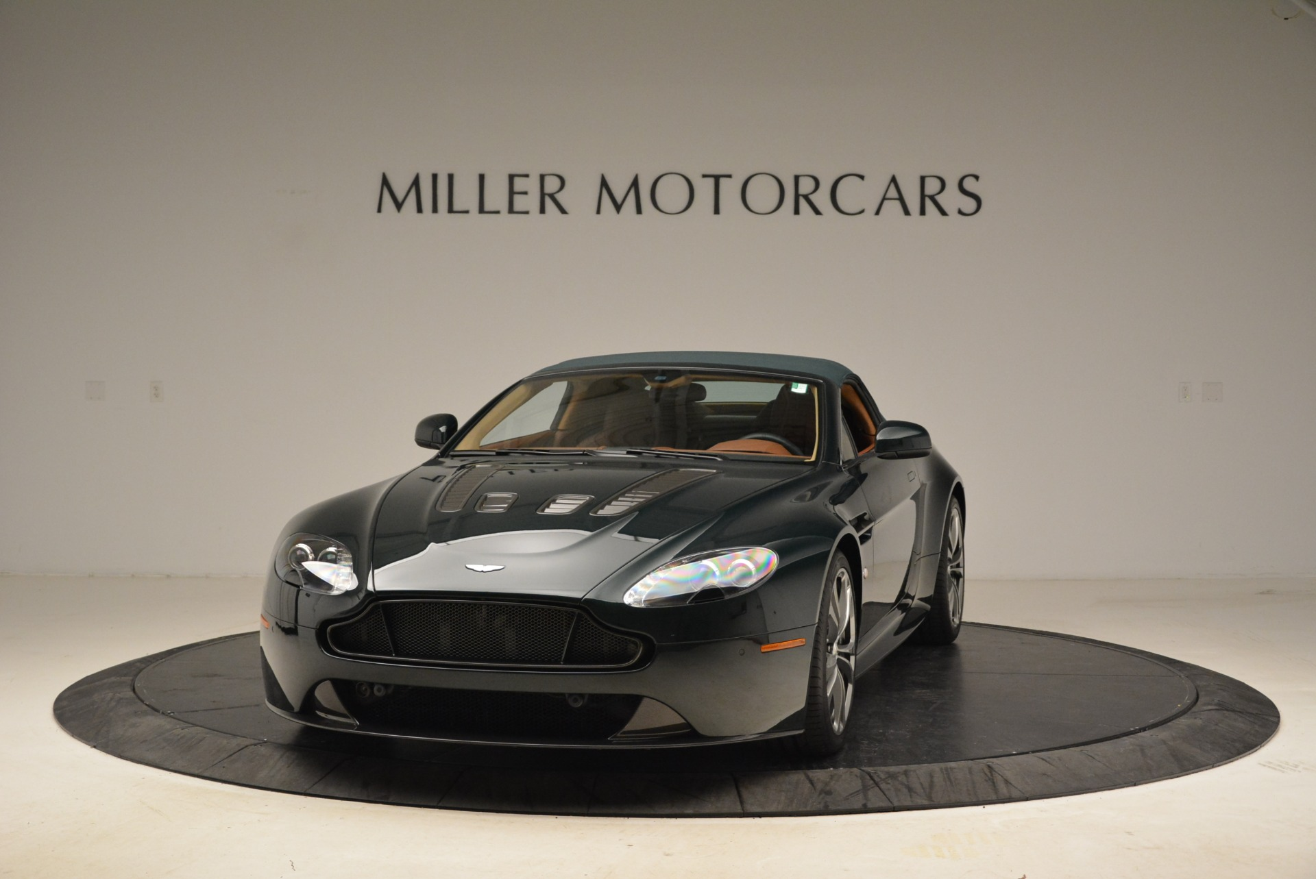 Used 2017 Aston Martin V12 Vantage S Roadster For Sale In Greenwich, CT. Alfa Romeo of Greenwich, 7347 2055_p13