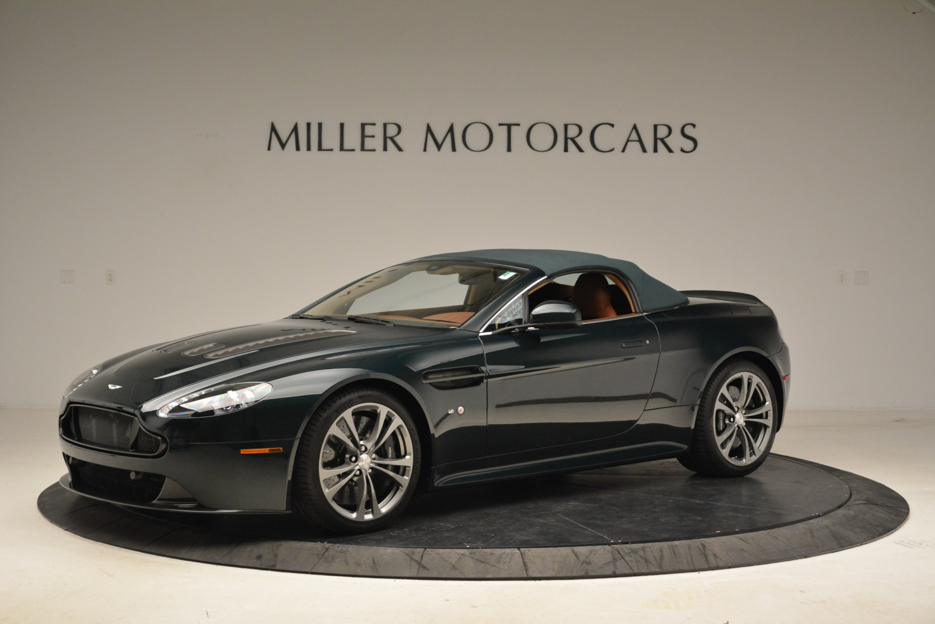Used 2017 Aston Martin V12 Vantage S Roadster For Sale In Greenwich, CT. Alfa Romeo of Greenwich, 7347 2055_p14