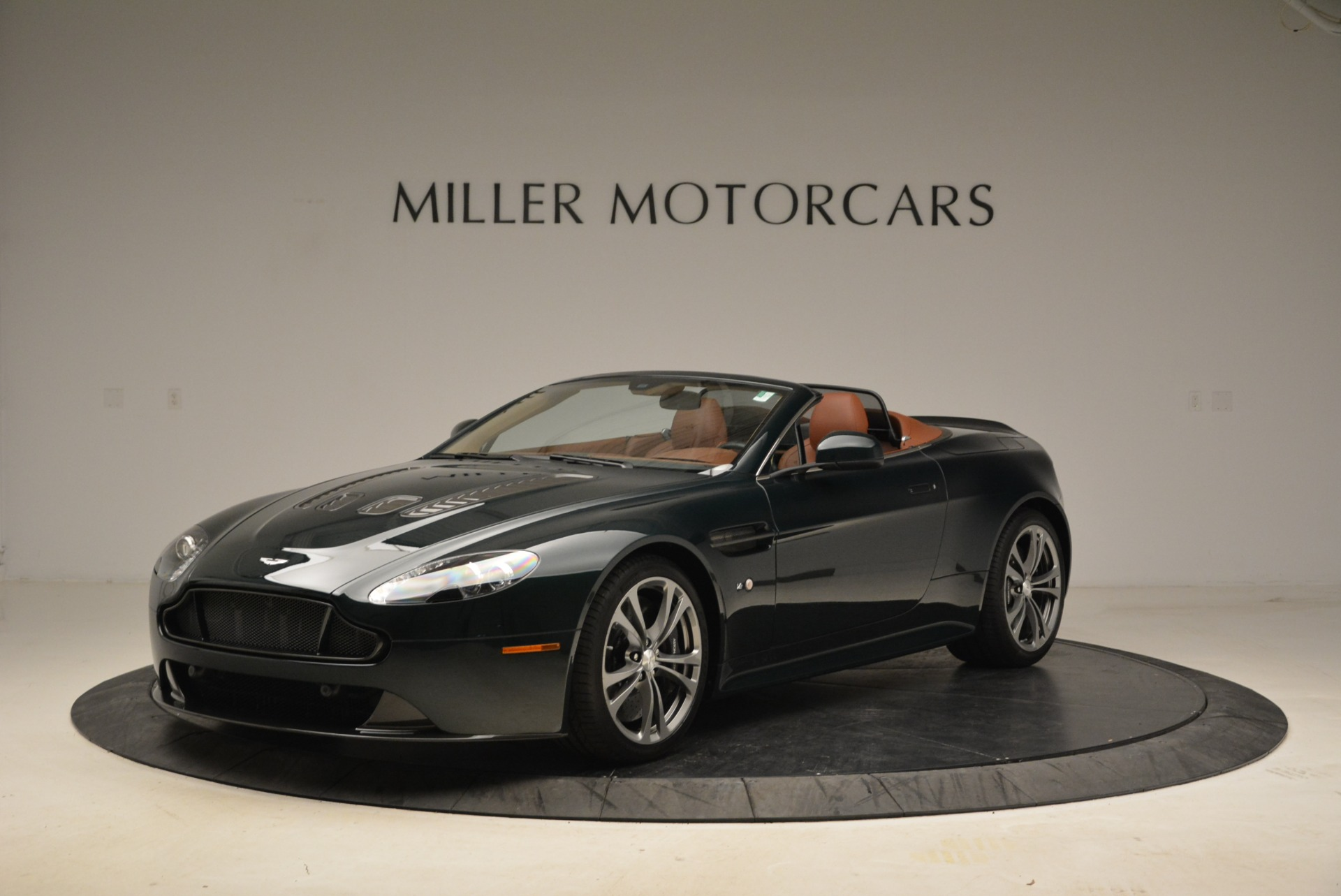 Used 2017 Aston Martin V12 Vantage S Roadster For Sale In Greenwich, CT. Alfa Romeo of Greenwich, 7347 2055_p2
