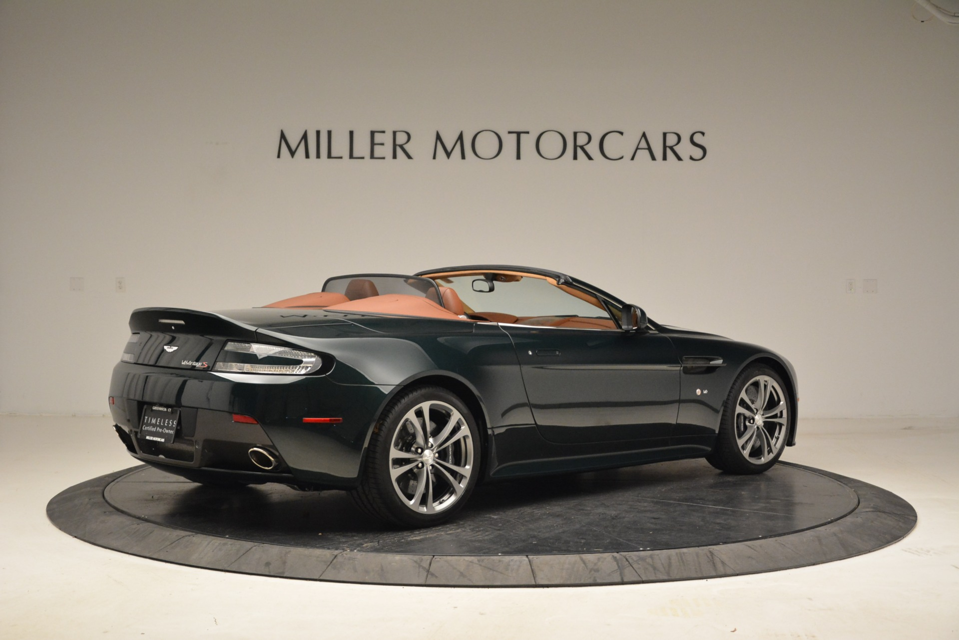 Used 2017 Aston Martin V12 Vantage S Roadster For Sale In Greenwich, CT. Alfa Romeo of Greenwich, 7347 2055_p8