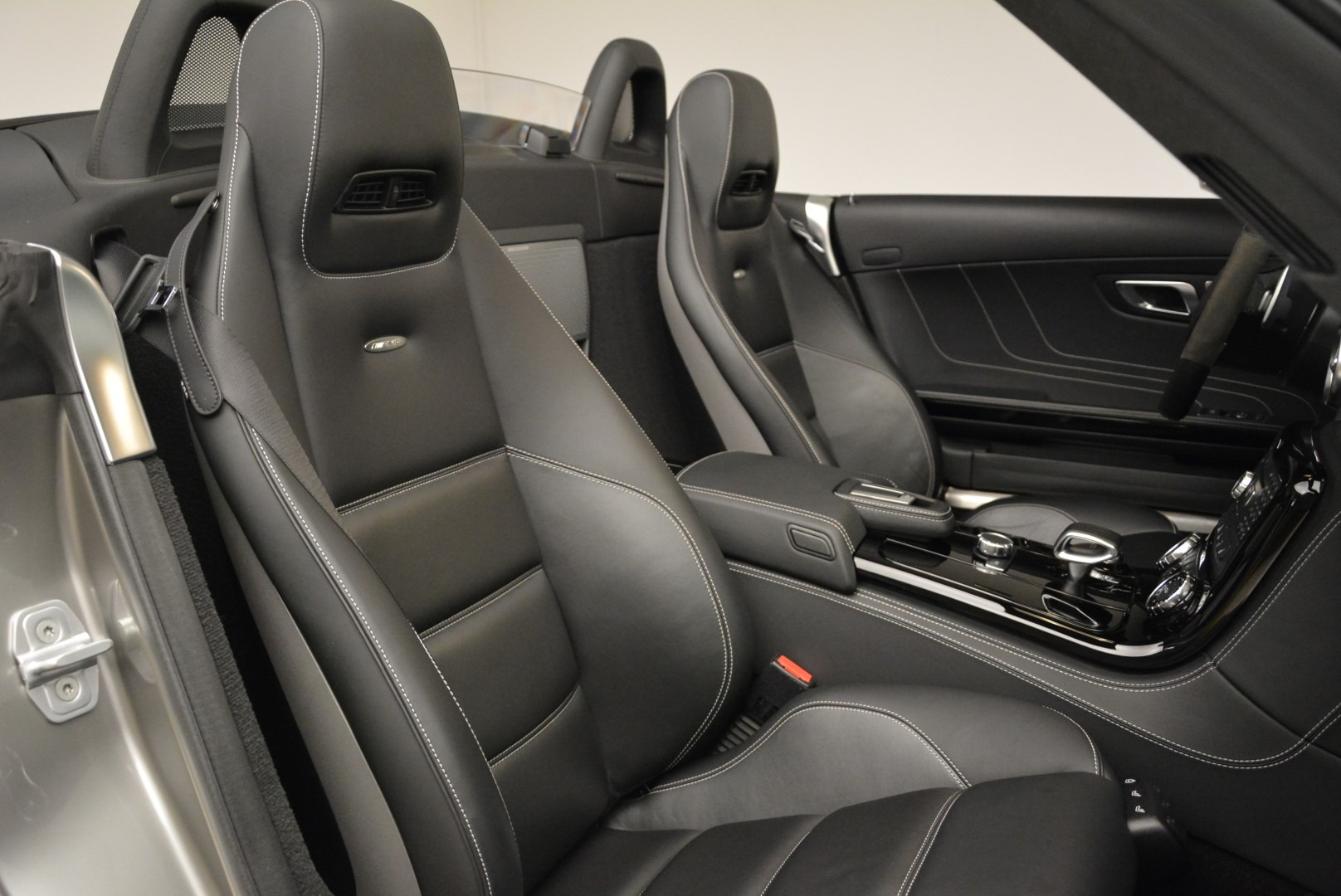 Used 2012 Mercedes-Benz SLS AMG  For Sale In Greenwich, CT. Alfa Romeo of Greenwich, 7330 2068_p28