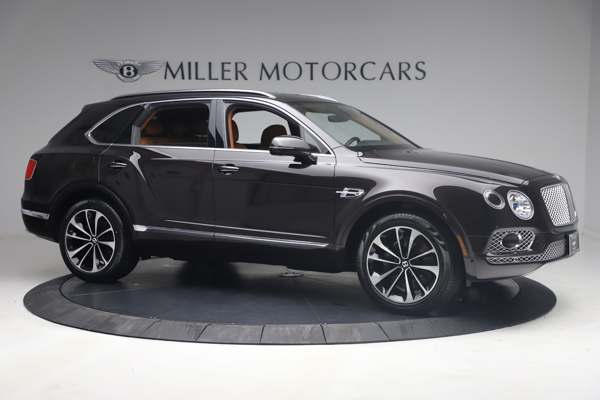 New 2018 Bentley Bentayga Signature For Sale In Greenwich, CT. Alfa Romeo of Greenwich, B1336 2071_p10