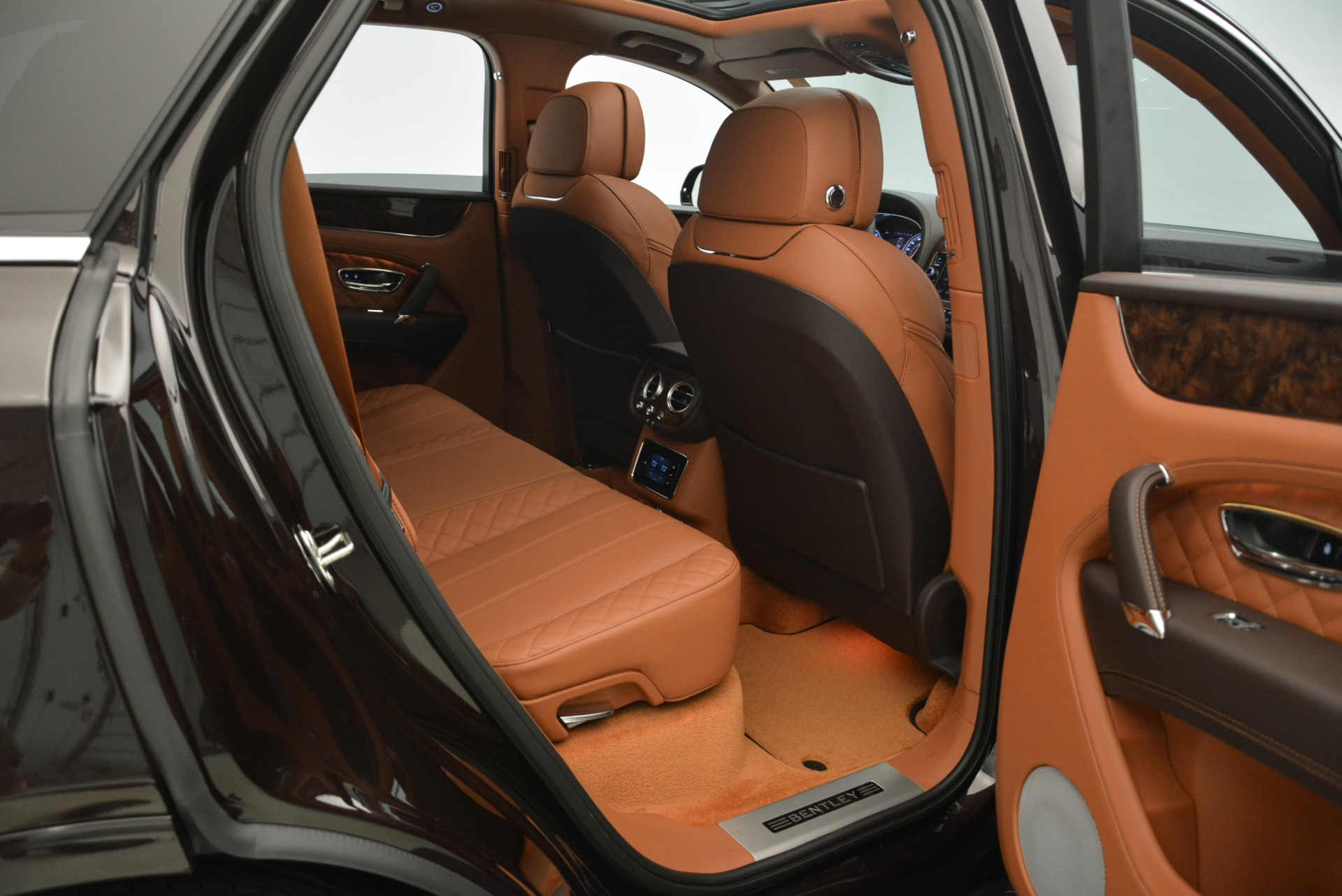 New 2018 Bentley Bentayga Signature For Sale In Greenwich, CT. Alfa Romeo of Greenwich, B1336 2071_p16