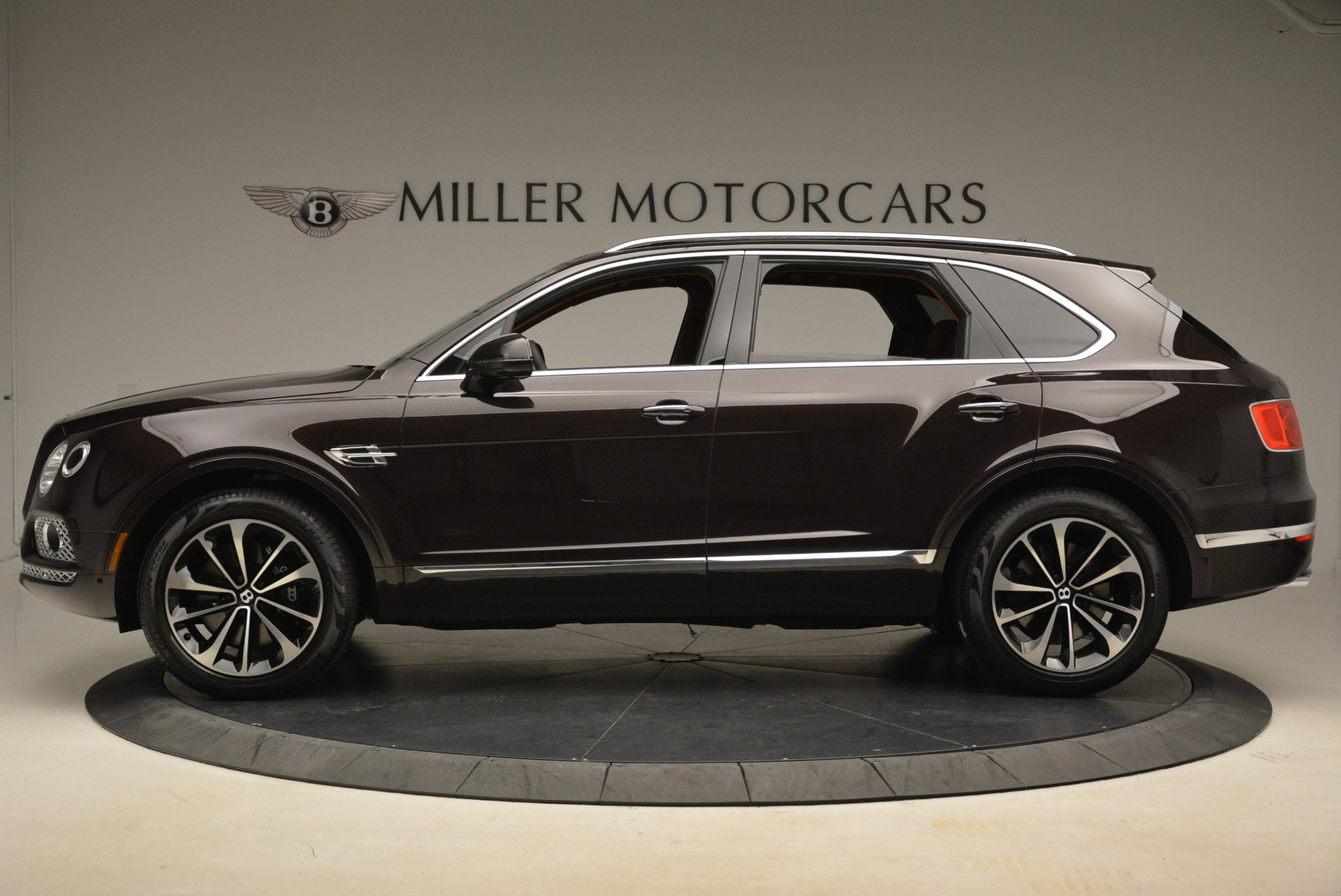 New 2018 Bentley Bentayga Signature For Sale In Greenwich, CT. Alfa Romeo of Greenwich, B1336 2071_p3