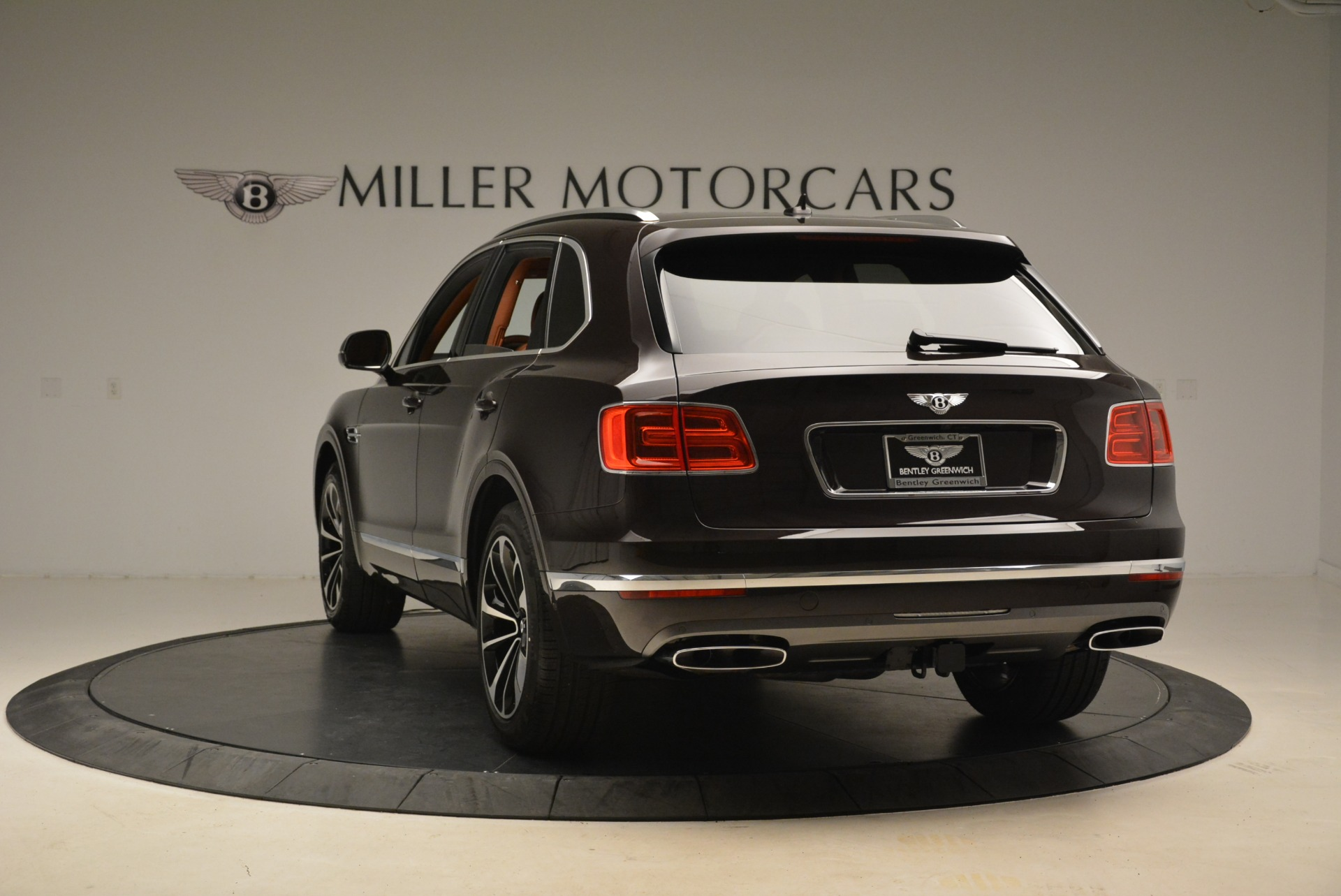 New 2018 Bentley Bentayga Signature For Sale In Greenwich, CT. Alfa Romeo of Greenwich, B1336 2071_p5