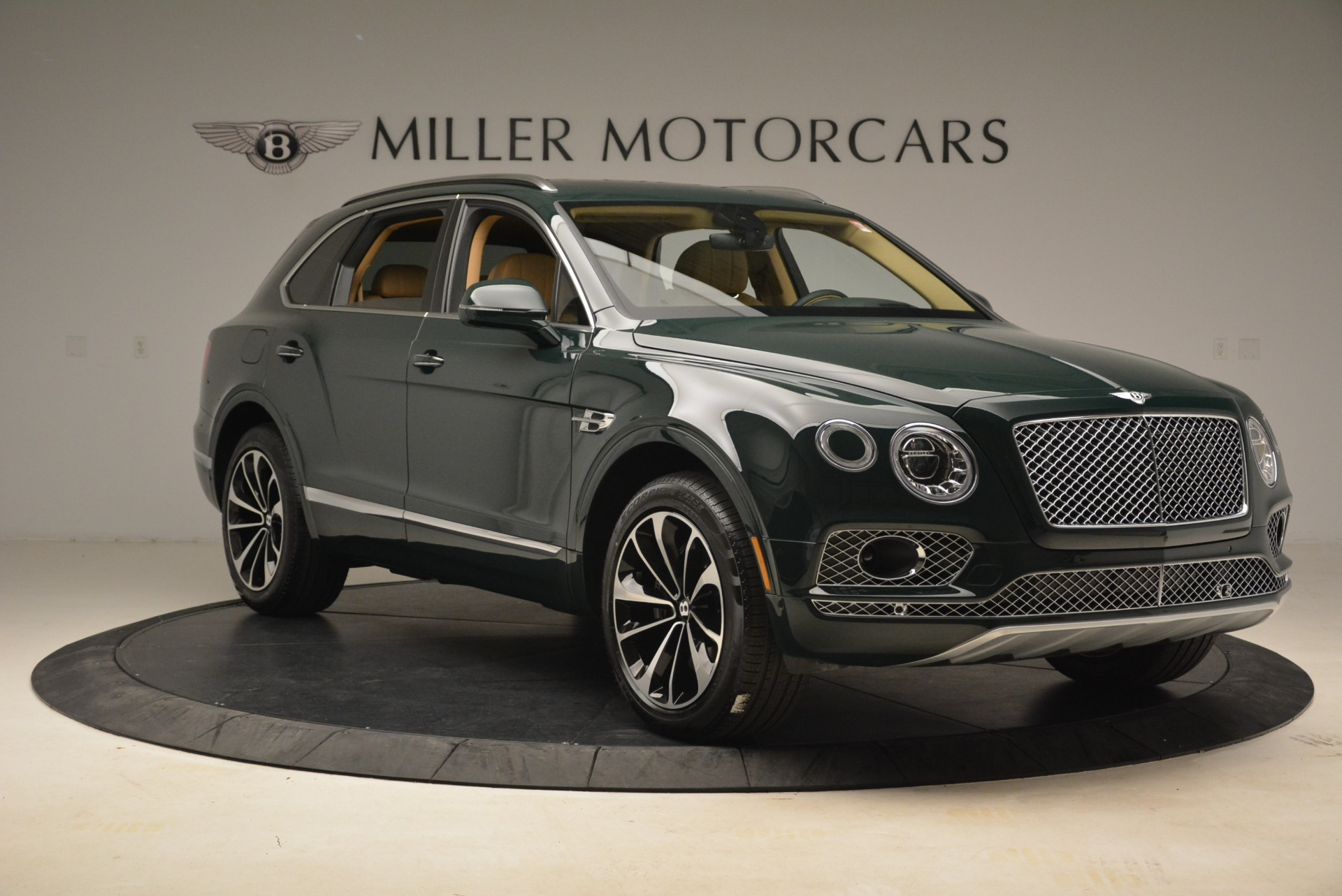 New 2018 Bentley Bentayga Signature For Sale In Greenwich, CT. Alfa Romeo of Greenwich, B1340 2072_p11