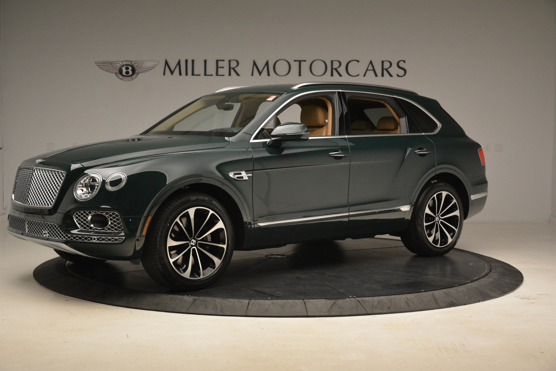New 2018 Bentley Bentayga Signature For Sale In Greenwich, CT. Alfa Romeo of Greenwich, B1340 2072_p2