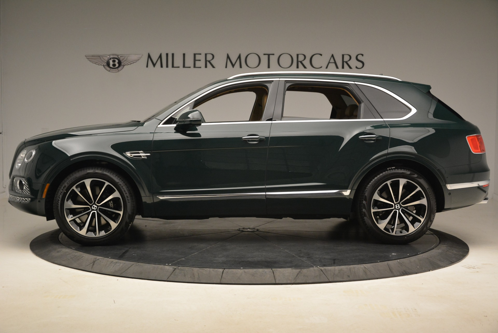 New 2018 Bentley Bentayga Signature For Sale In Greenwich, CT. Alfa Romeo of Greenwich, B1340 2072_p3