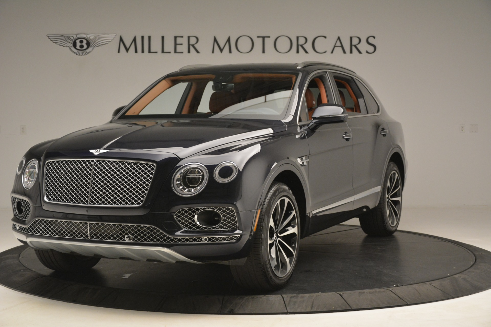Used 2018 Bentley Bentayga Signature For Sale In Greenwich, CT. Alfa Romeo of Greenwich, 7582 2076_main