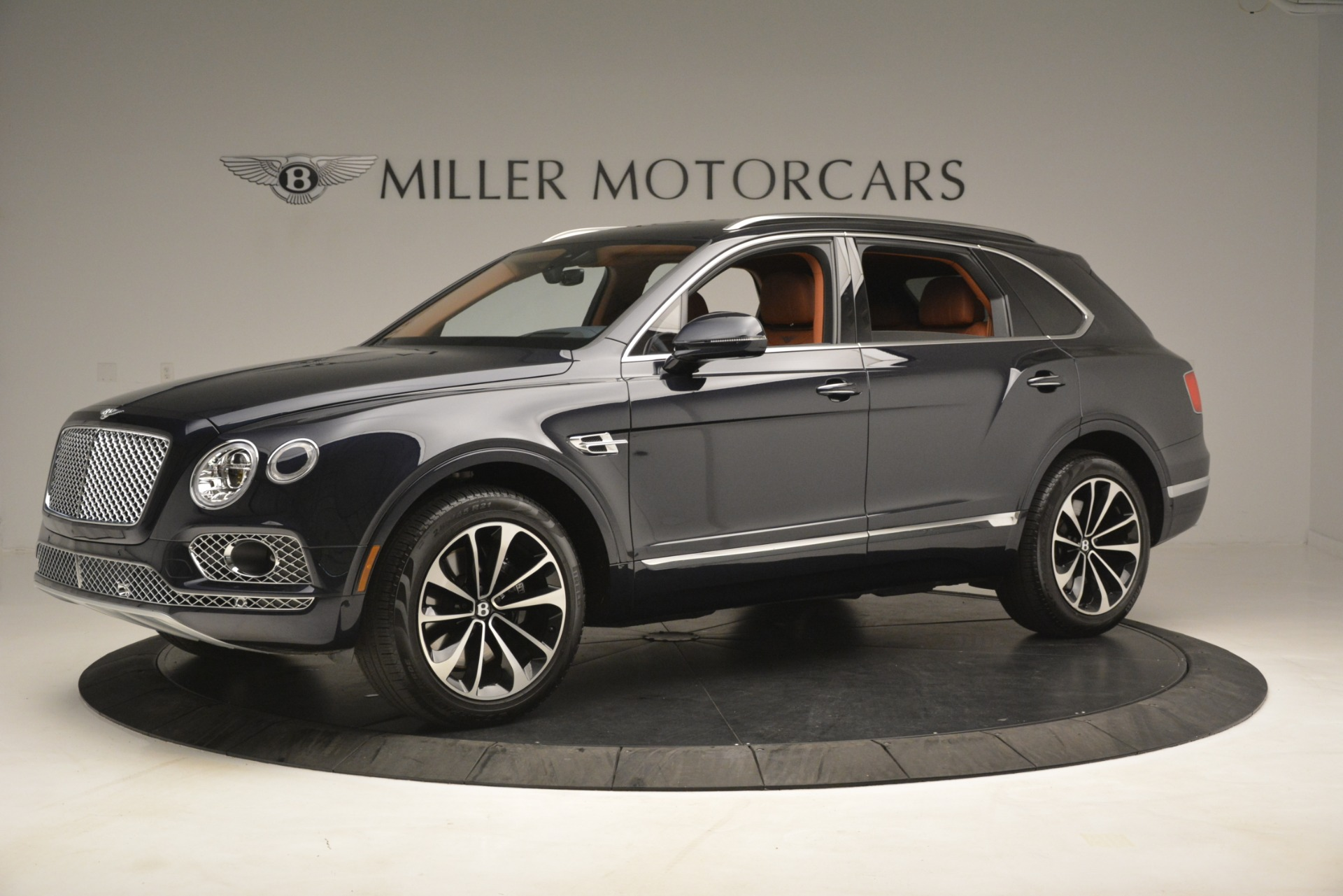 Used 2018 Bentley Bentayga Signature For Sale In Greenwich, CT. Alfa Romeo of Greenwich, 7582 2076_p3