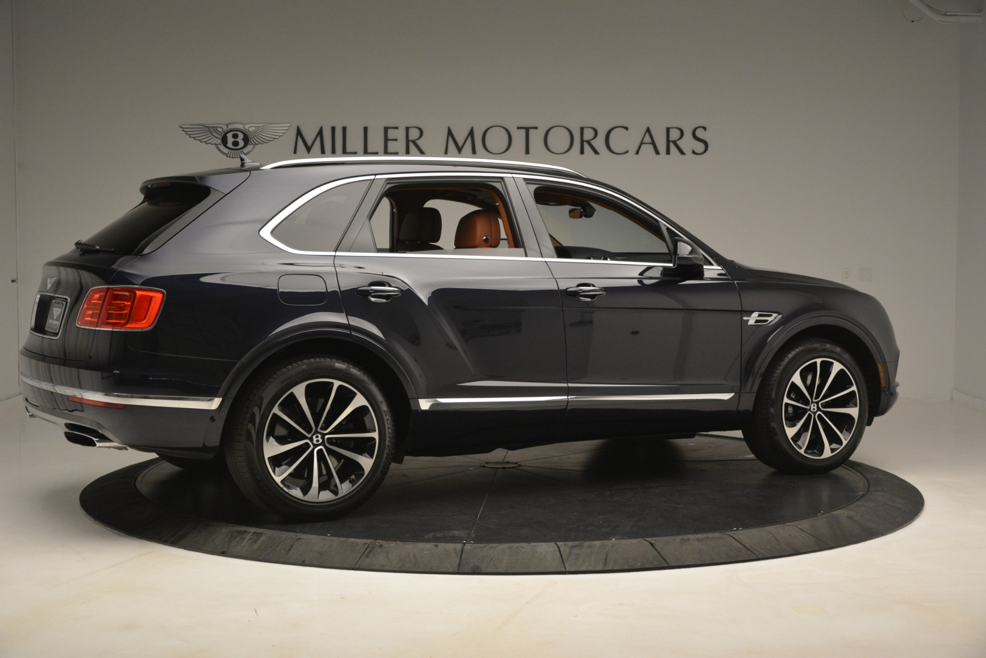 Used 2018 Bentley Bentayga Signature For Sale In Greenwich, CT. Alfa Romeo of Greenwich, 7582 2076_p9