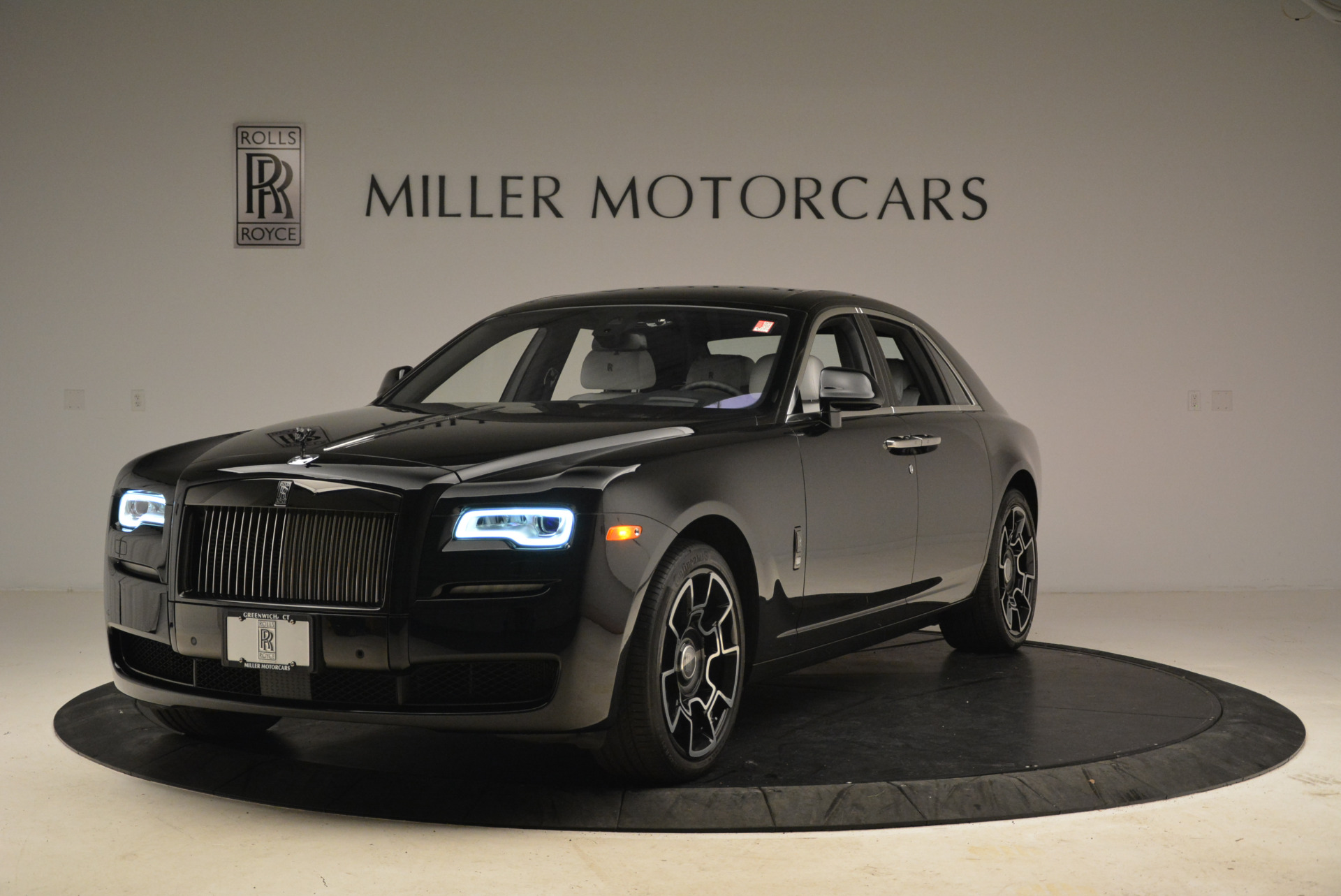Used 2017 Rolls-Royce Ghost Black Badge For Sale In Greenwich, CT. Alfa Romeo of Greenwich, R454 2093_main