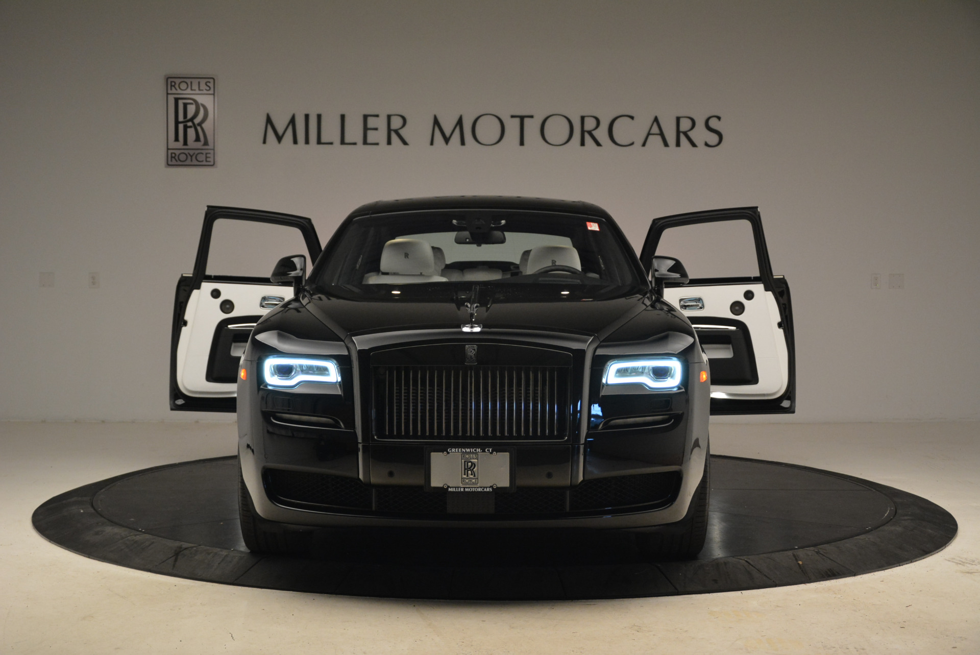 Used 2017 Rolls-Royce Ghost Black Badge For Sale In Greenwich, CT. Alfa Romeo of Greenwich, R454 2093_p13