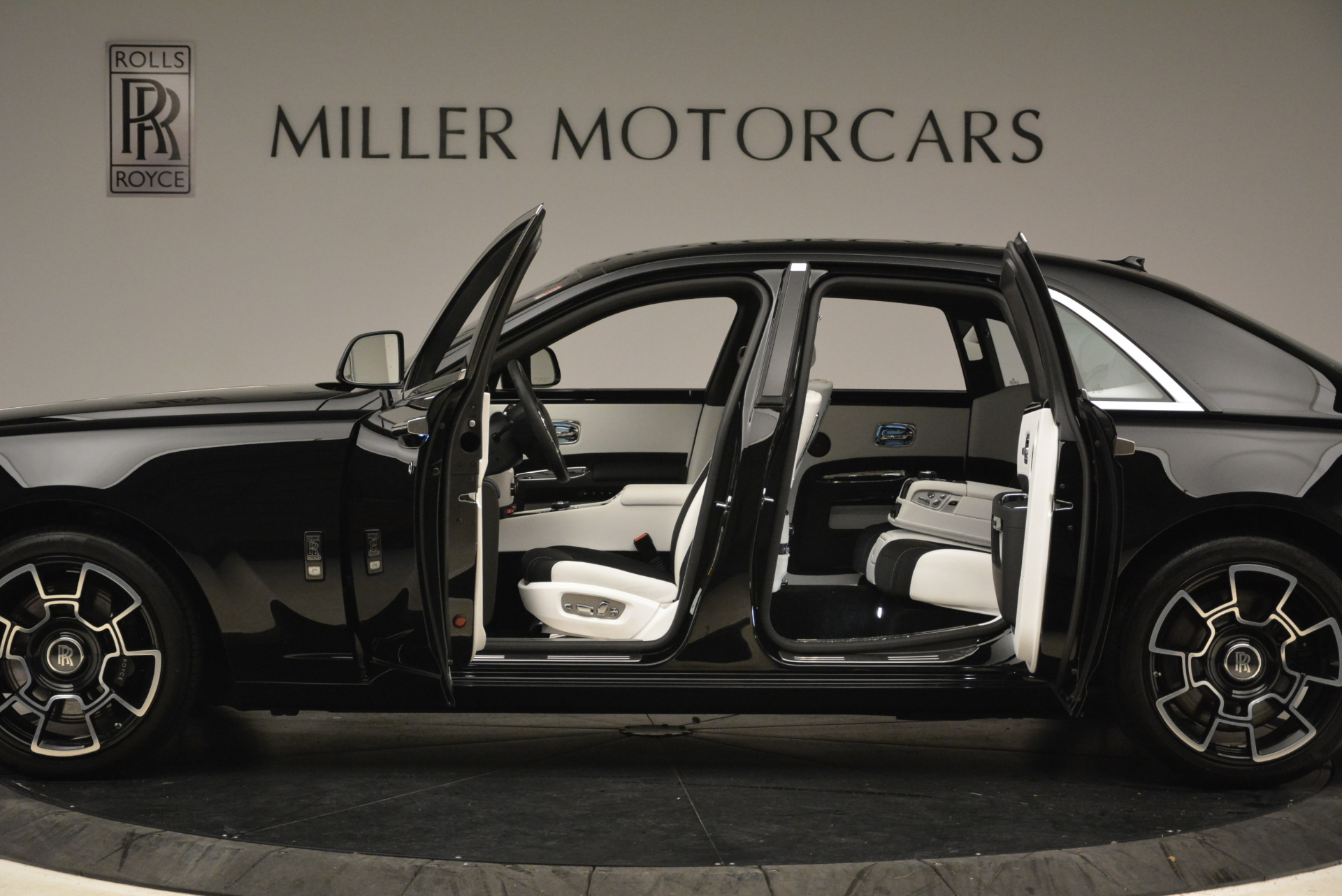 Used 2017 Rolls-Royce Ghost Black Badge For Sale In Greenwich, CT. Alfa Romeo of Greenwich, R454 2093_p14