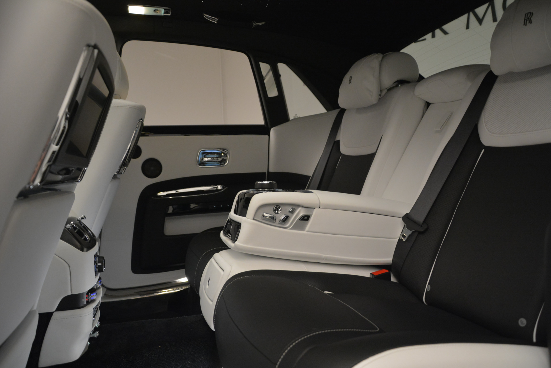 Used 2017 Rolls-Royce Ghost Black Badge For Sale In Greenwich, CT. Alfa Romeo of Greenwich, R454 2093_p24