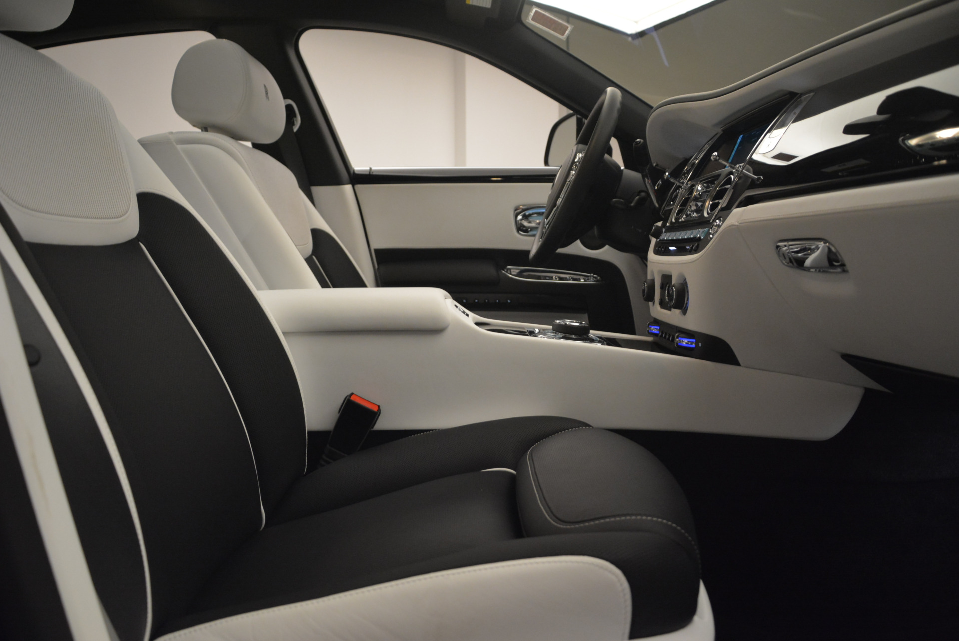 Used 2017 Rolls-Royce Ghost Black Badge For Sale In Greenwich, CT. Alfa Romeo of Greenwich, R454 2093_p28