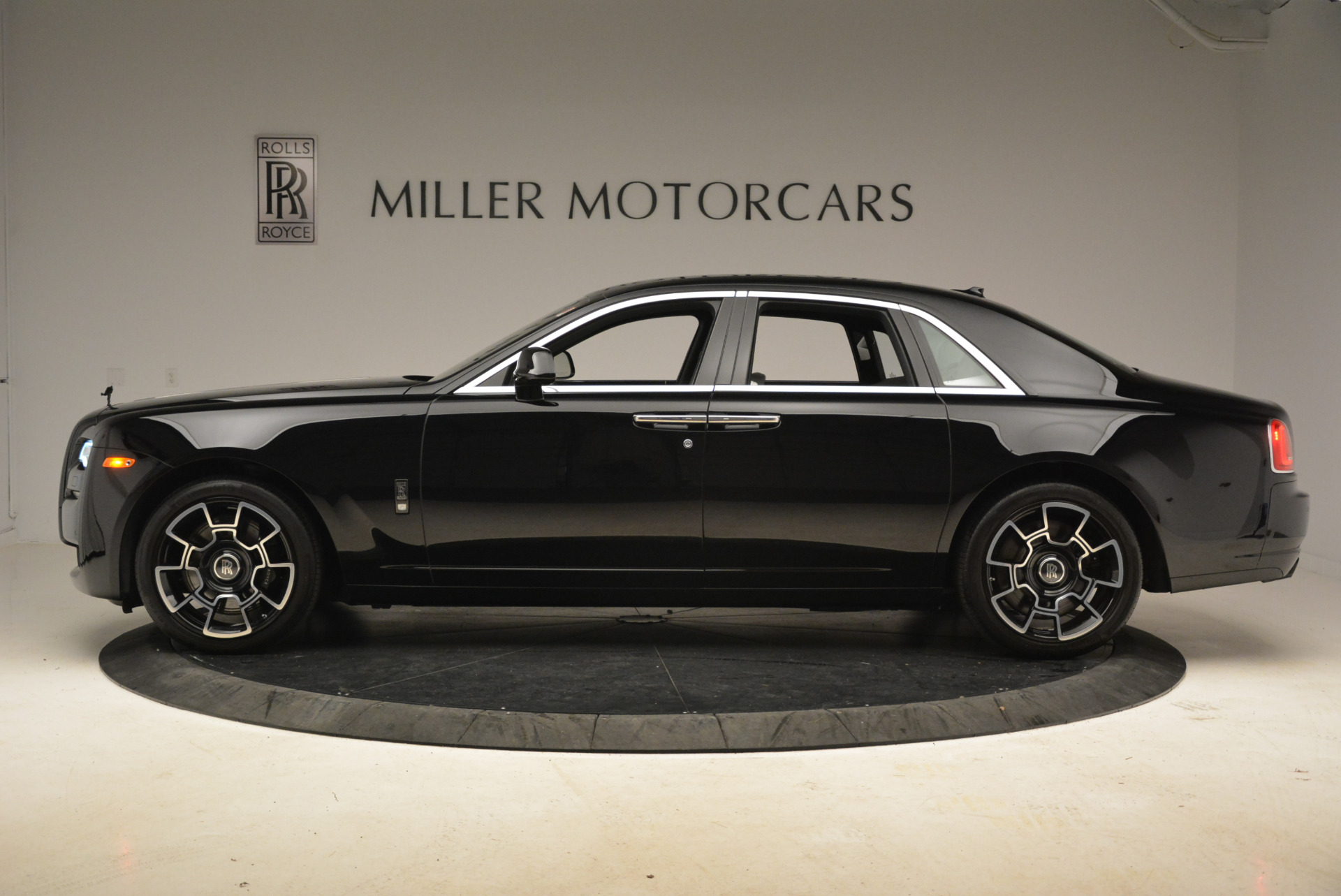 Used 2017 Rolls-Royce Ghost Black Badge For Sale In Greenwich, CT. Alfa Romeo of Greenwich, R454 2093_p2