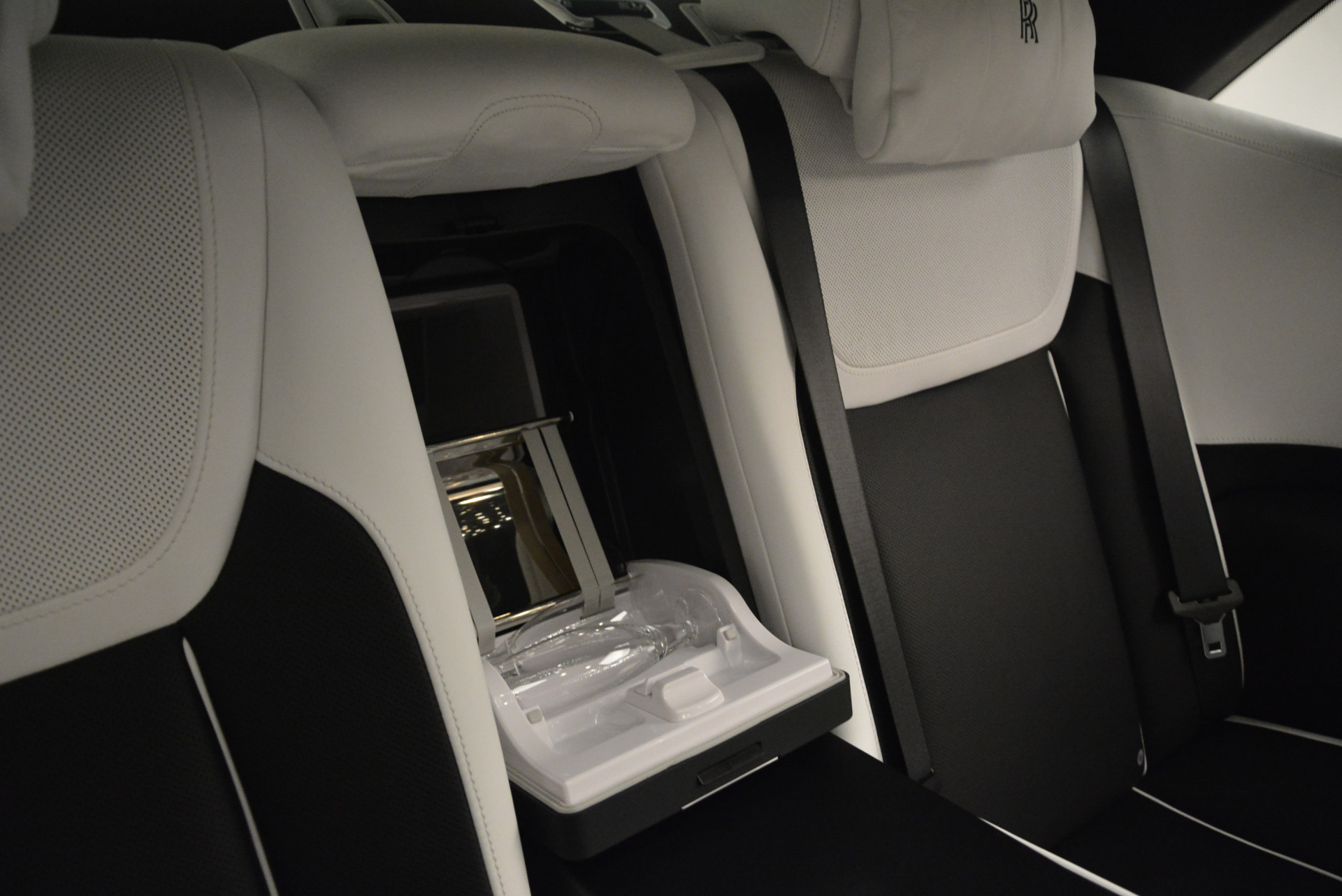 Used 2017 Rolls-Royce Ghost Black Badge For Sale In Greenwich, CT. Alfa Romeo of Greenwich, R454 2093_p31