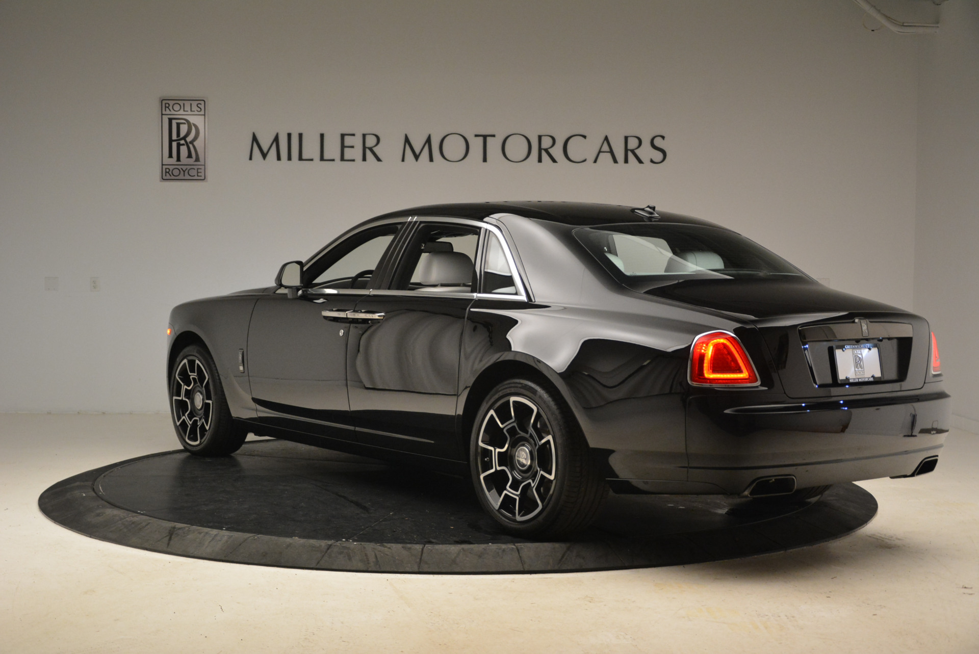 Used 2017 Rolls-Royce Ghost Black Badge For Sale In Greenwich, CT. Alfa Romeo of Greenwich, R454 2093_p3