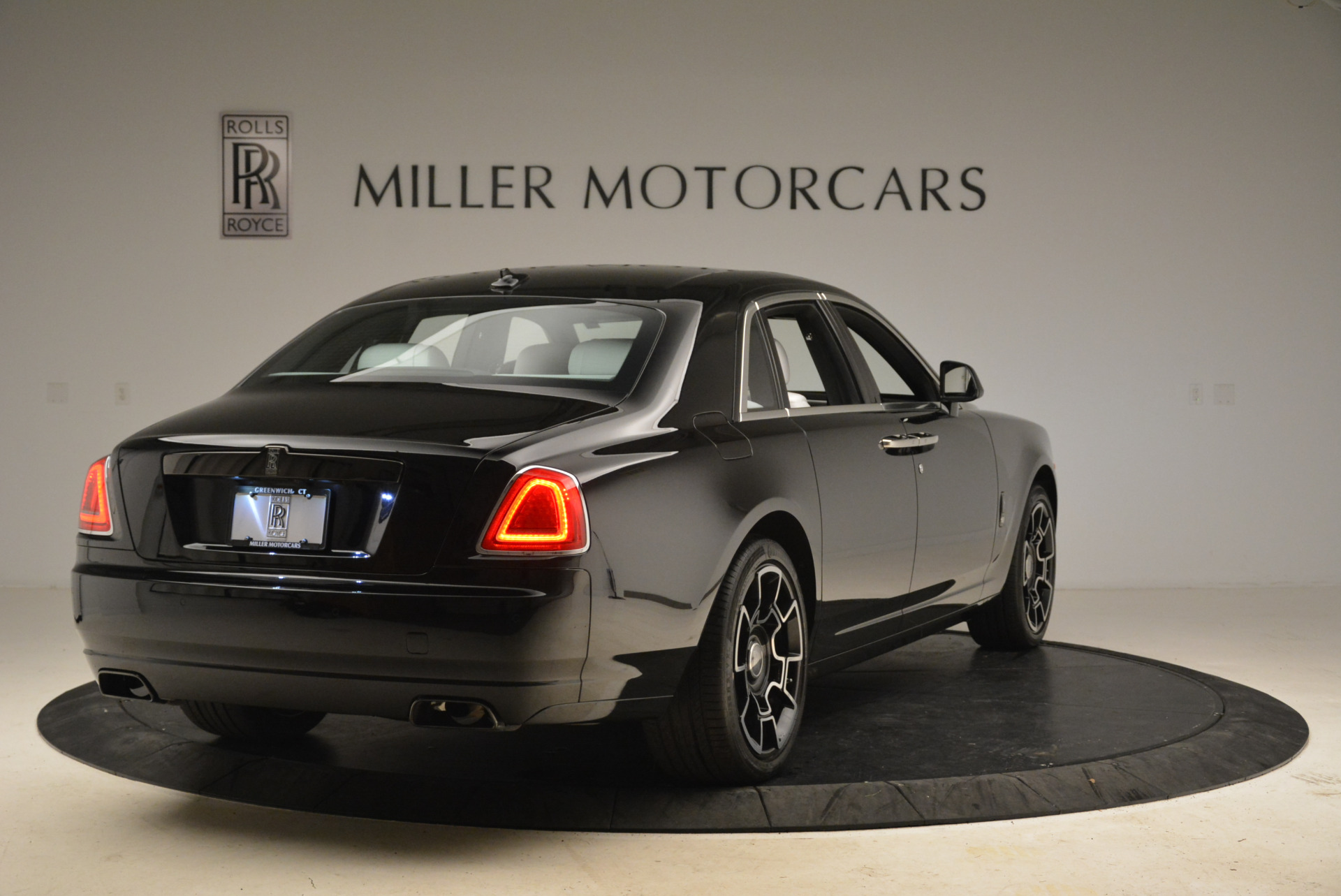 Used 2017 Rolls-Royce Ghost Black Badge For Sale In Greenwich, CT. Alfa Romeo of Greenwich, R454 2093_p5