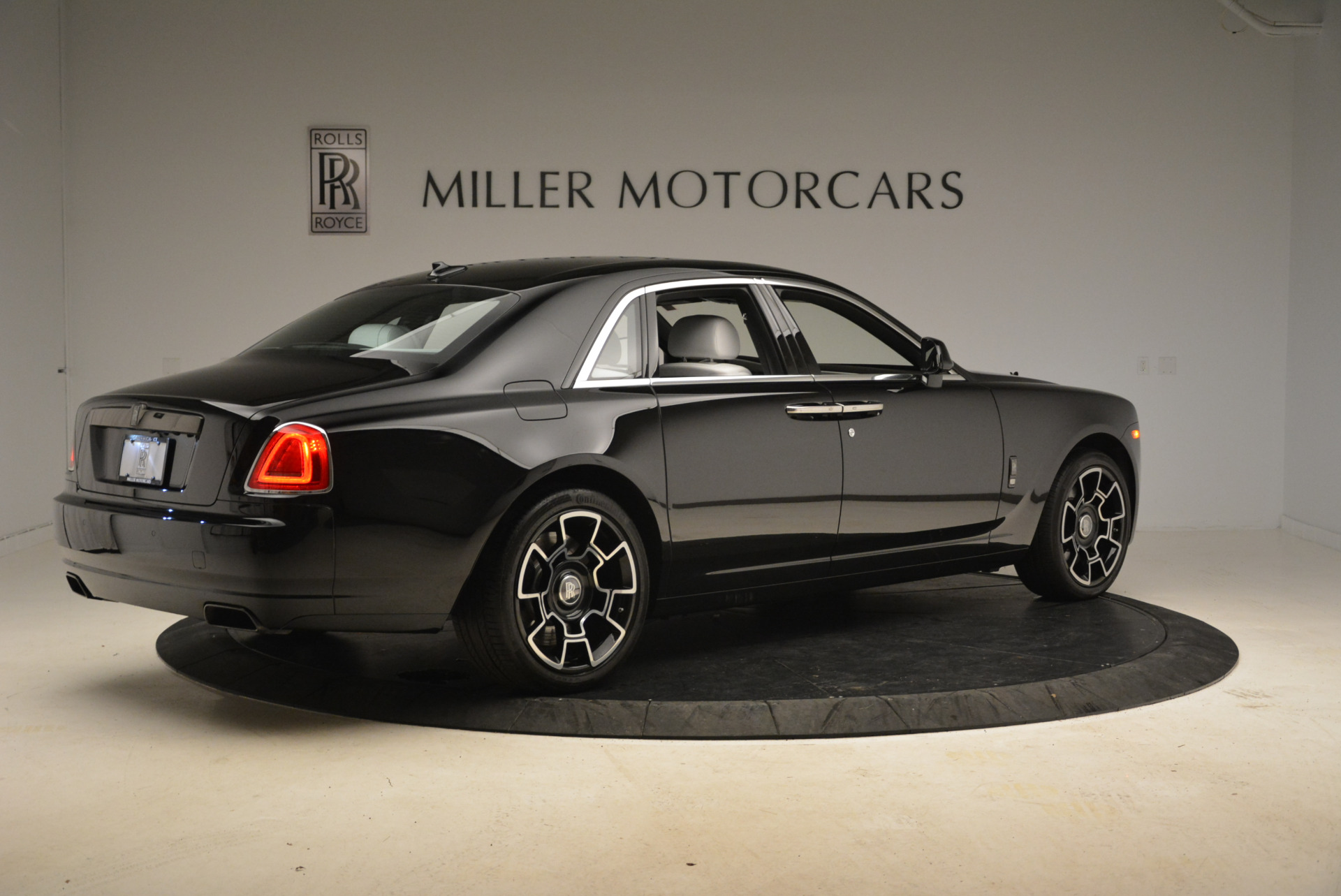 Used 2017 Rolls-Royce Ghost Black Badge For Sale In Greenwich, CT. Alfa Romeo of Greenwich, R454 2093_p6