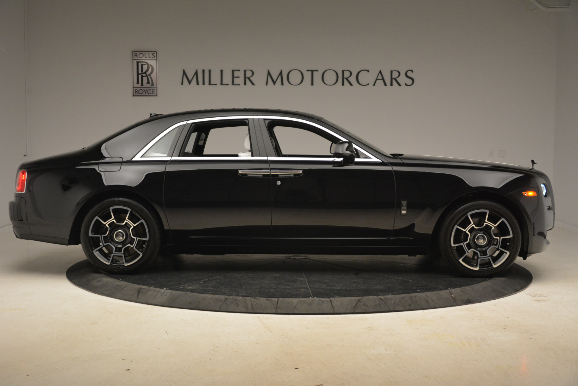 Used 2017 Rolls-Royce Ghost Black Badge For Sale In Greenwich, CT. Alfa Romeo of Greenwich, R454 2093_p7