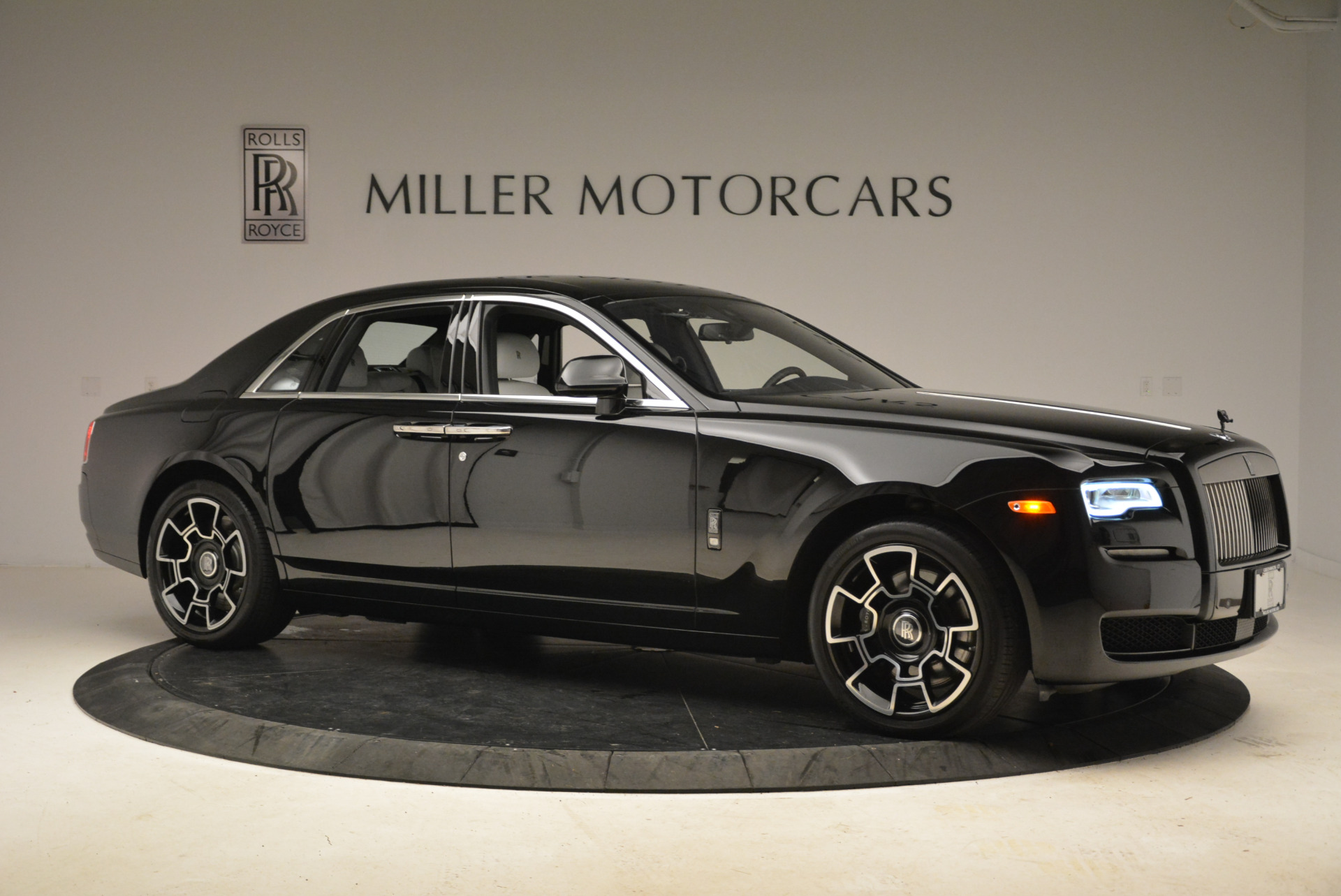 Used 2017 Rolls-Royce Ghost Black Badge For Sale In Greenwich, CT. Alfa Romeo of Greenwich, R454 2093_p8