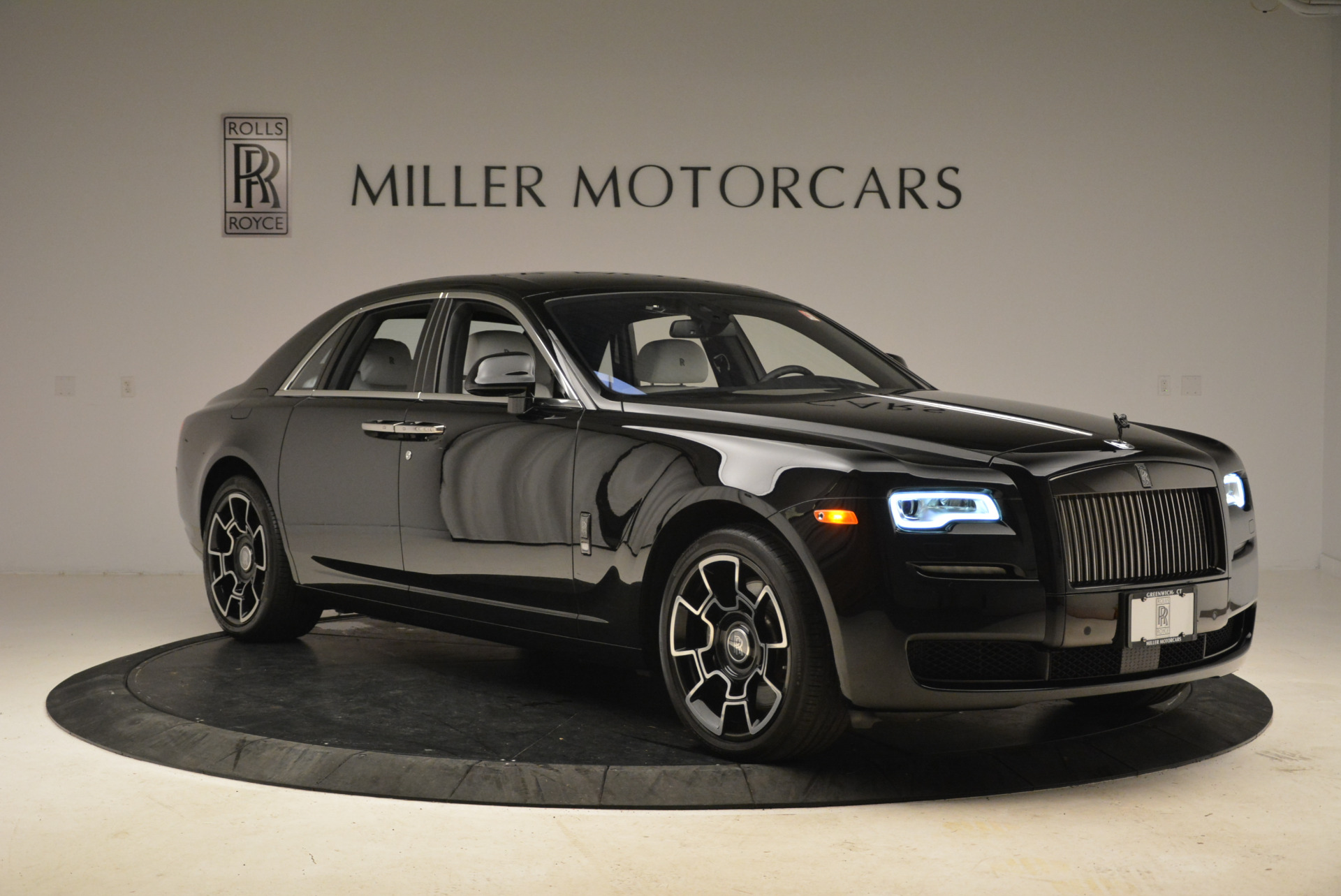 Used 2017 Rolls-Royce Ghost Black Badge For Sale In Greenwich, CT. Alfa Romeo of Greenwich, R454 2093_p9