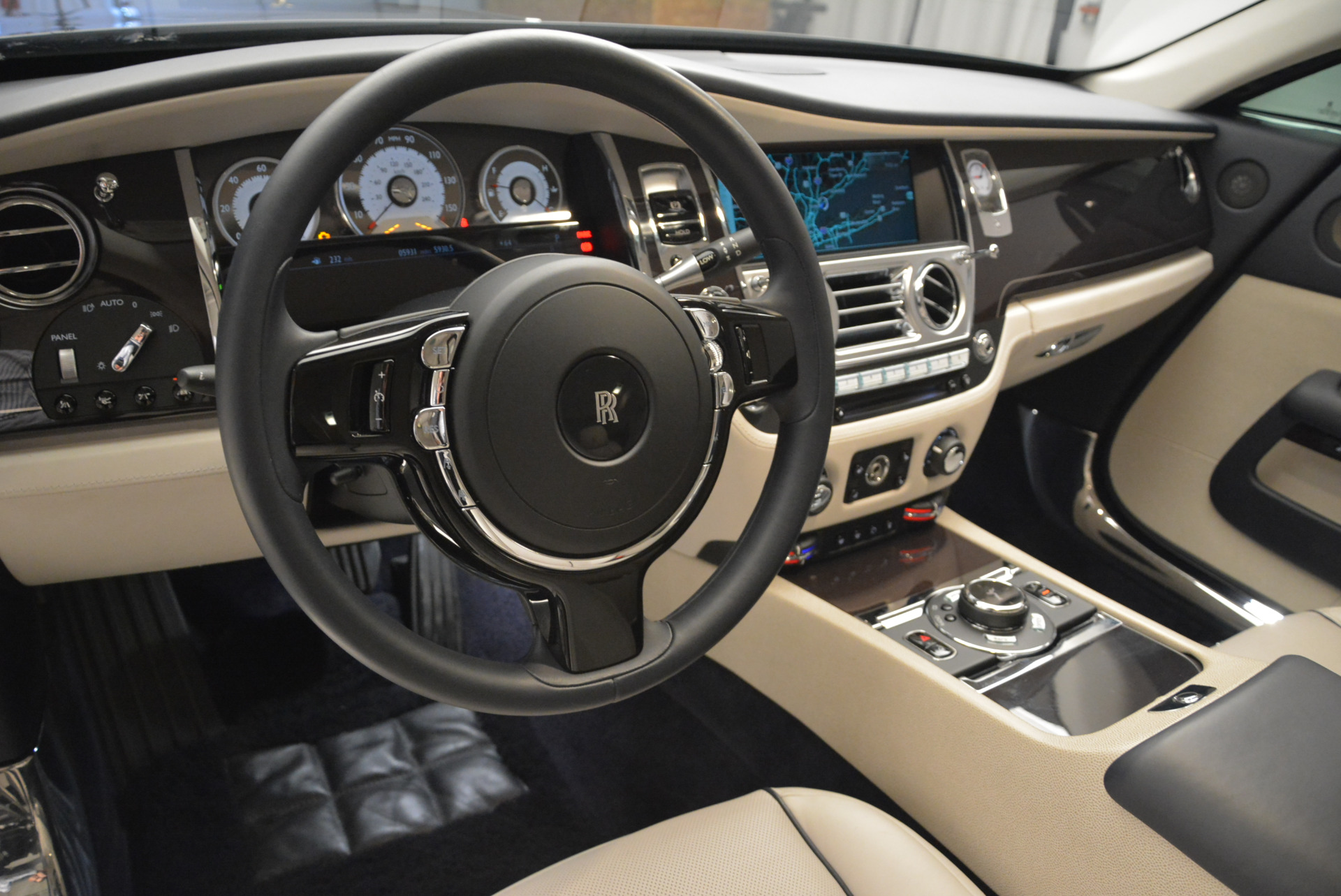 Used 2015 Rolls-Royce Wraith  For Sale In Greenwich, CT. Alfa Romeo of Greenwich, 7599 2099_p16