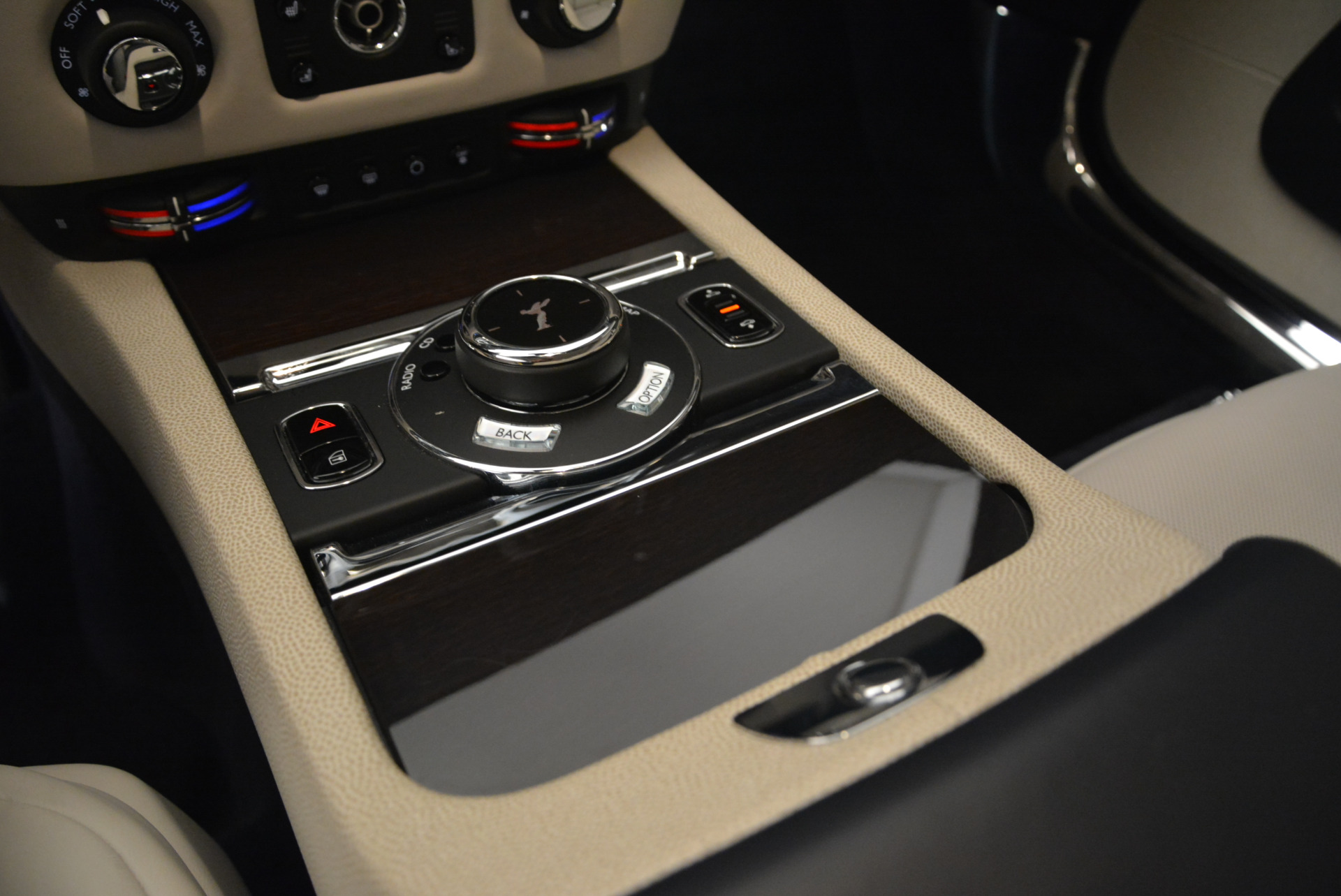 Used 2015 Rolls-Royce Wraith  For Sale In Greenwich, CT. Alfa Romeo of Greenwich, 7599 2099_p19