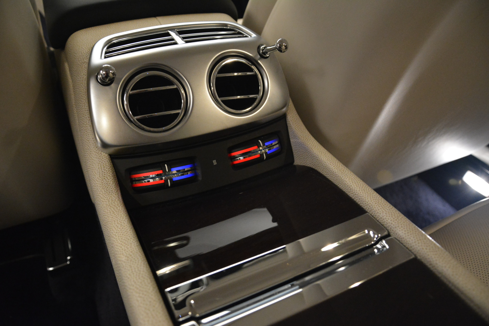 Used 2015 Rolls-Royce Wraith  For Sale In Greenwich, CT. Alfa Romeo of Greenwich, 7599 2099_p21