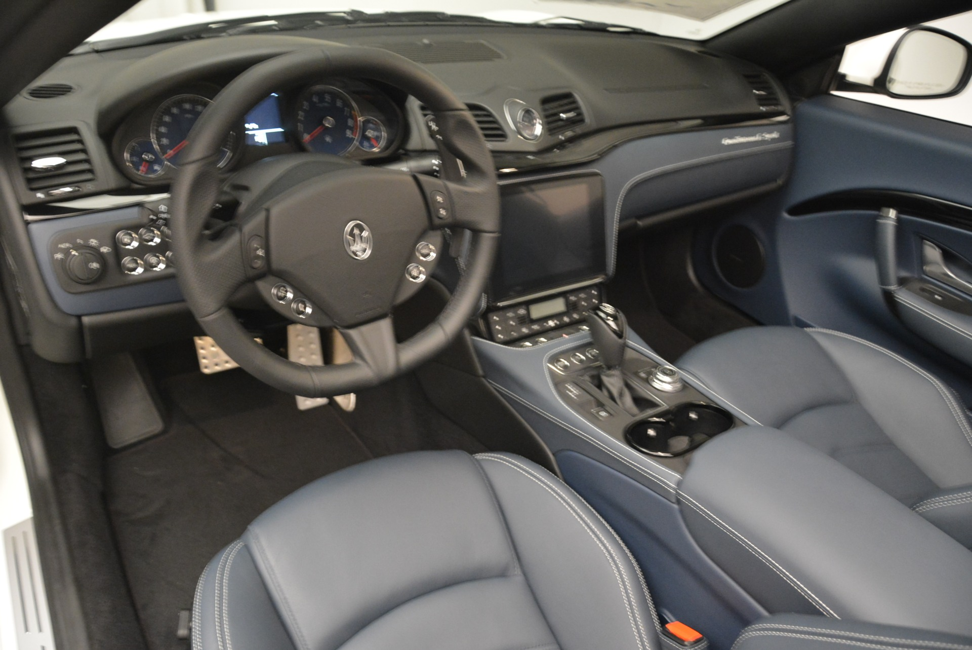 New 2018 Maserati GranTurismo Sport Convertible For Sale In Greenwich, CT. Alfa Romeo of Greenwich, M2067 2106_p25