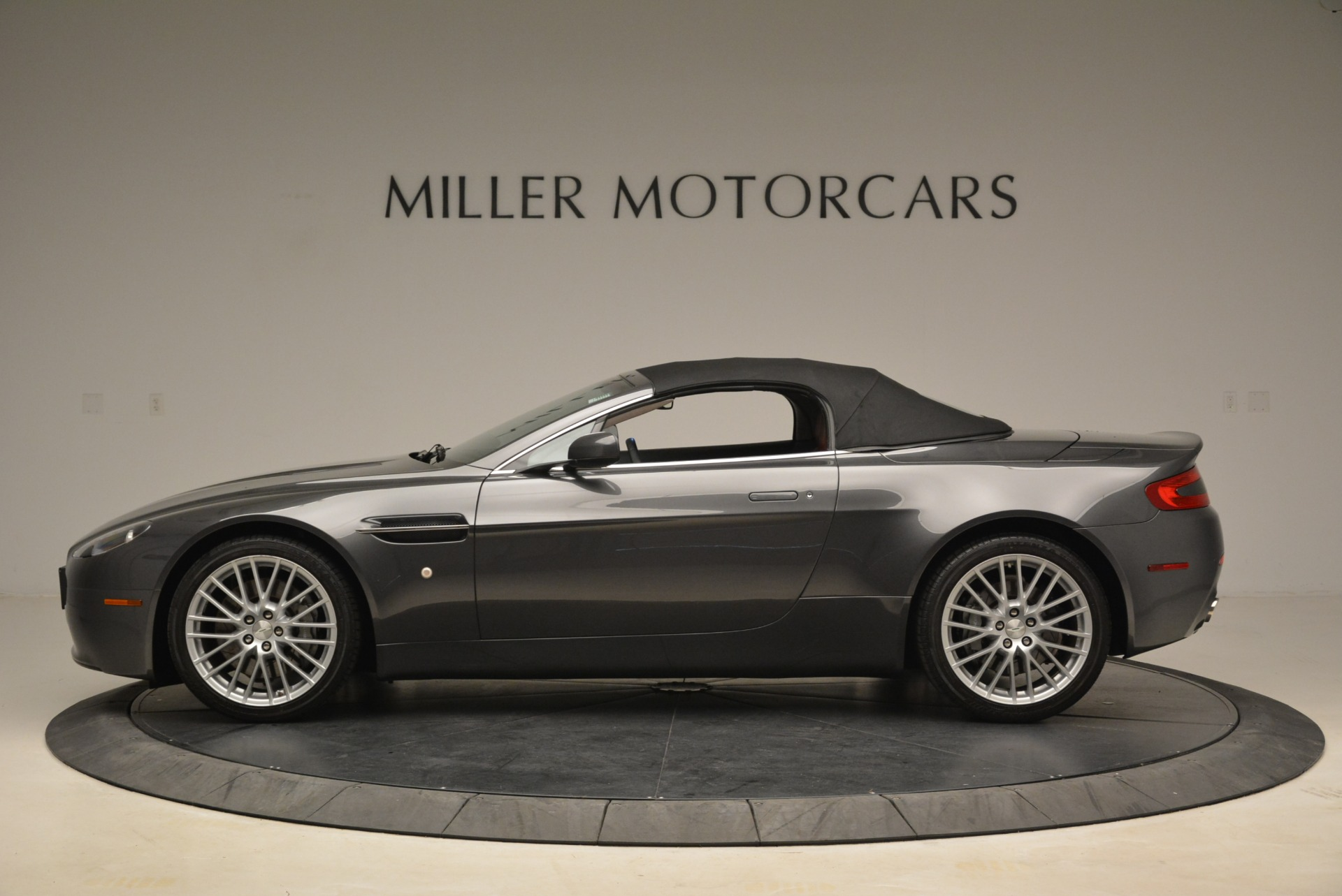 Used 2009 Aston Martin V8 Vantage Roadster For Sale In Greenwich, CT. Alfa Romeo of Greenwich, 7333 2123_p15