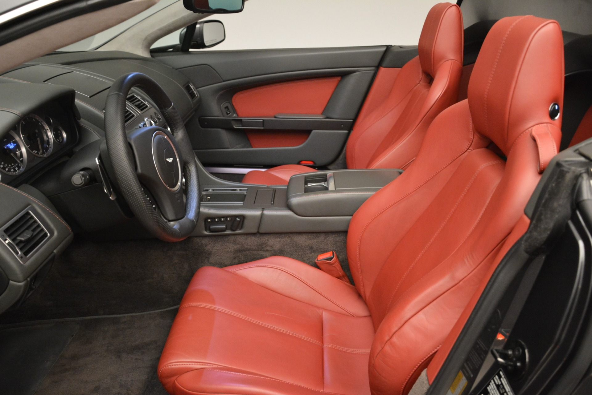Used 2009 Aston Martin V8 Vantage Roadster For Sale In Greenwich, CT. Alfa Romeo of Greenwich, 7333 2123_p25