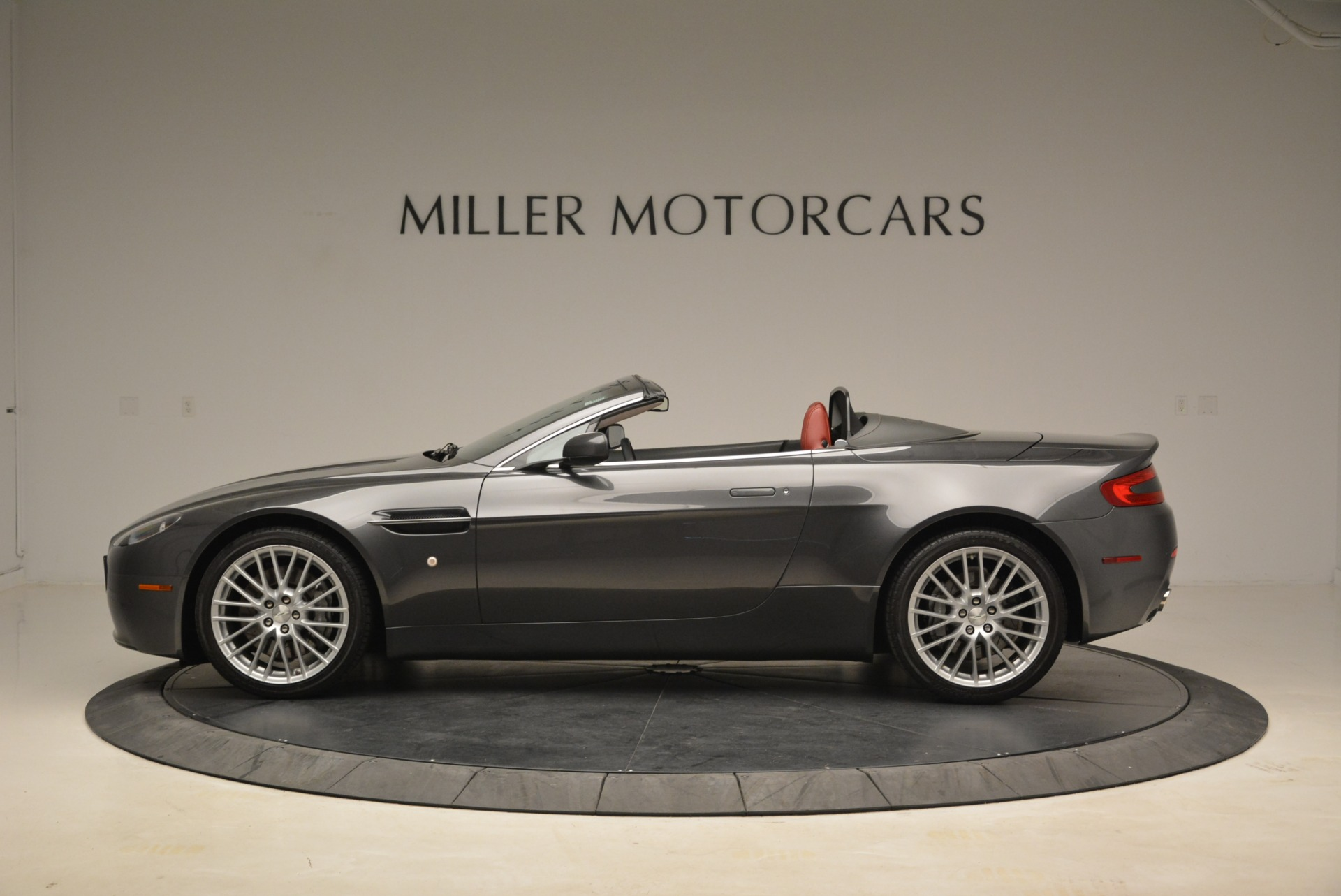 Used 2009 Aston Martin V8 Vantage Roadster For Sale In Greenwich, CT. Alfa Romeo of Greenwich, 7333 2123_p3
