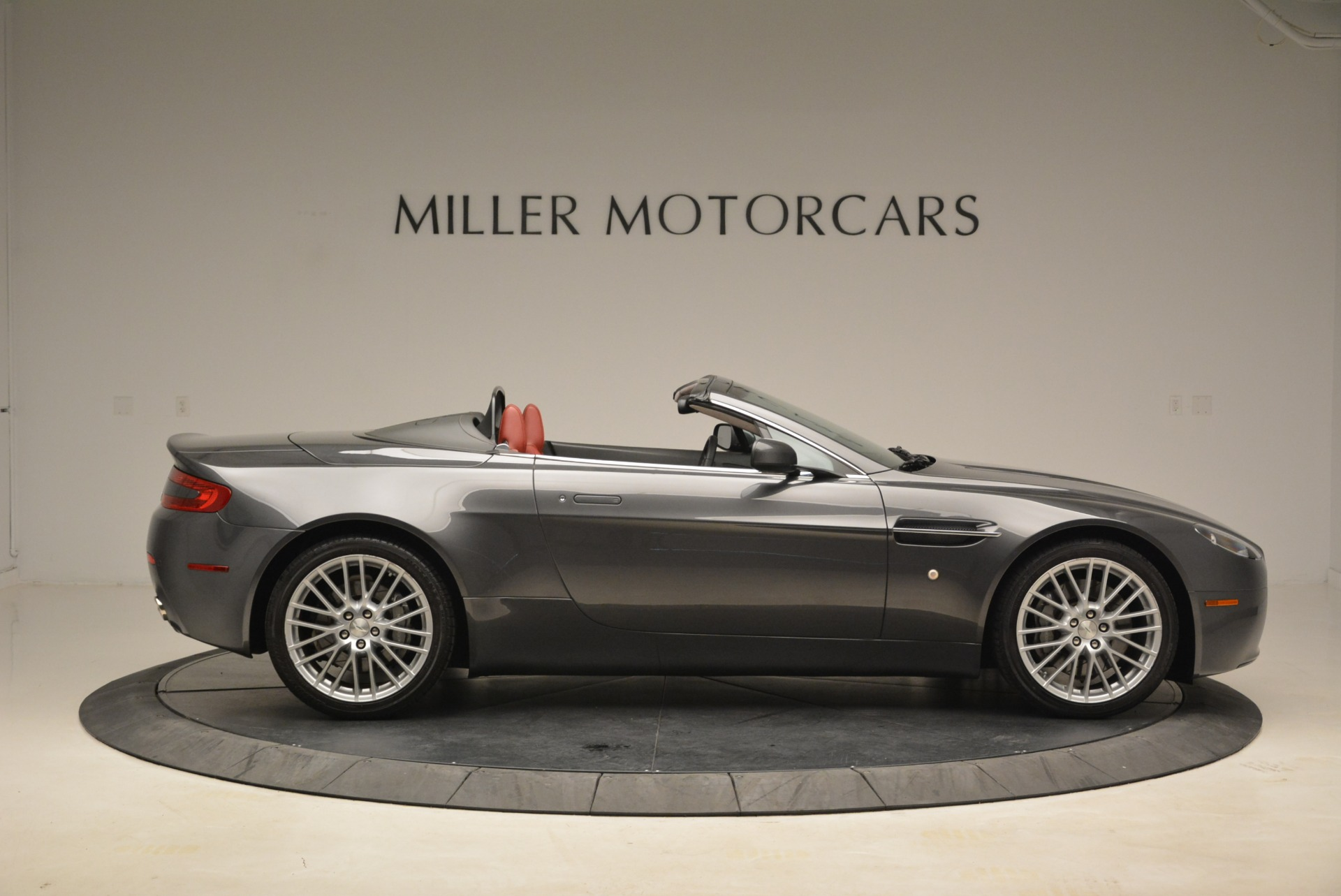 Used 2009 Aston Martin V8 Vantage Roadster For Sale In Greenwich, CT. Alfa Romeo of Greenwich, 7333 2123_p9