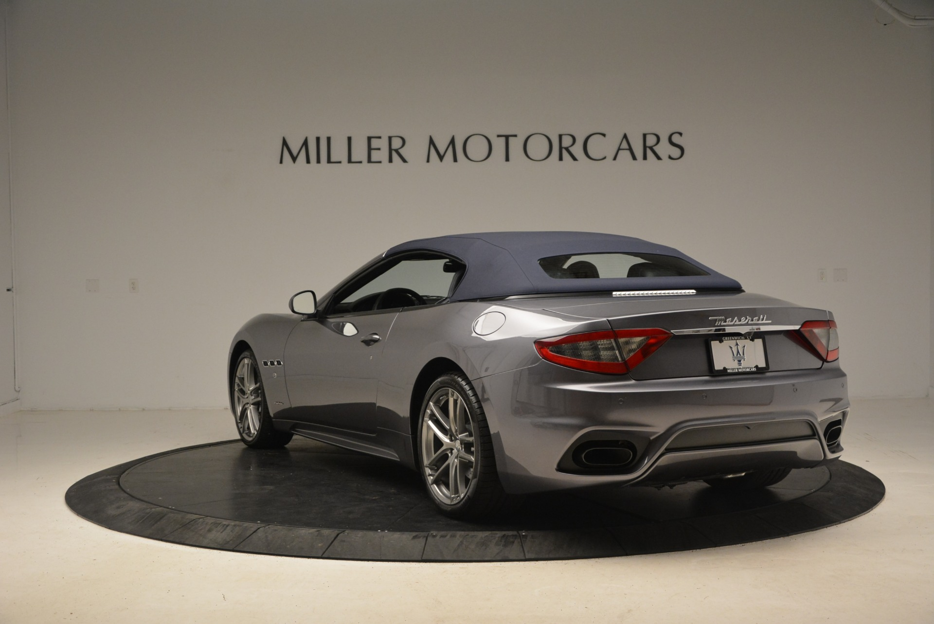 New 2018 Maserati GranTurismo Sport Convertible For Sale In Greenwich, CT. Alfa Romeo of Greenwich, W581 2140_p5