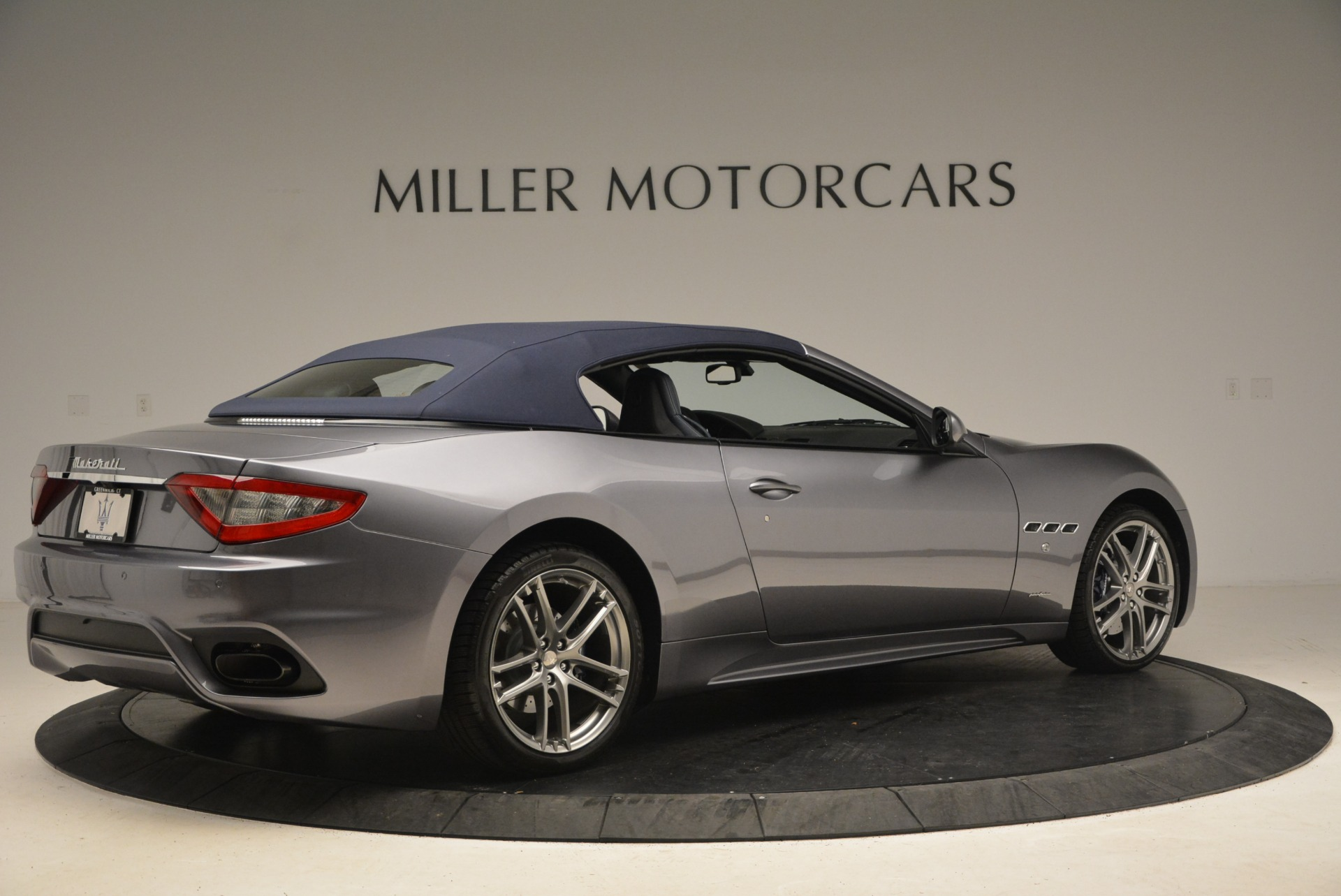 New 2018 Maserati GranTurismo Sport Convertible For Sale In Greenwich, CT. Alfa Romeo of Greenwich, W581 2140_p8