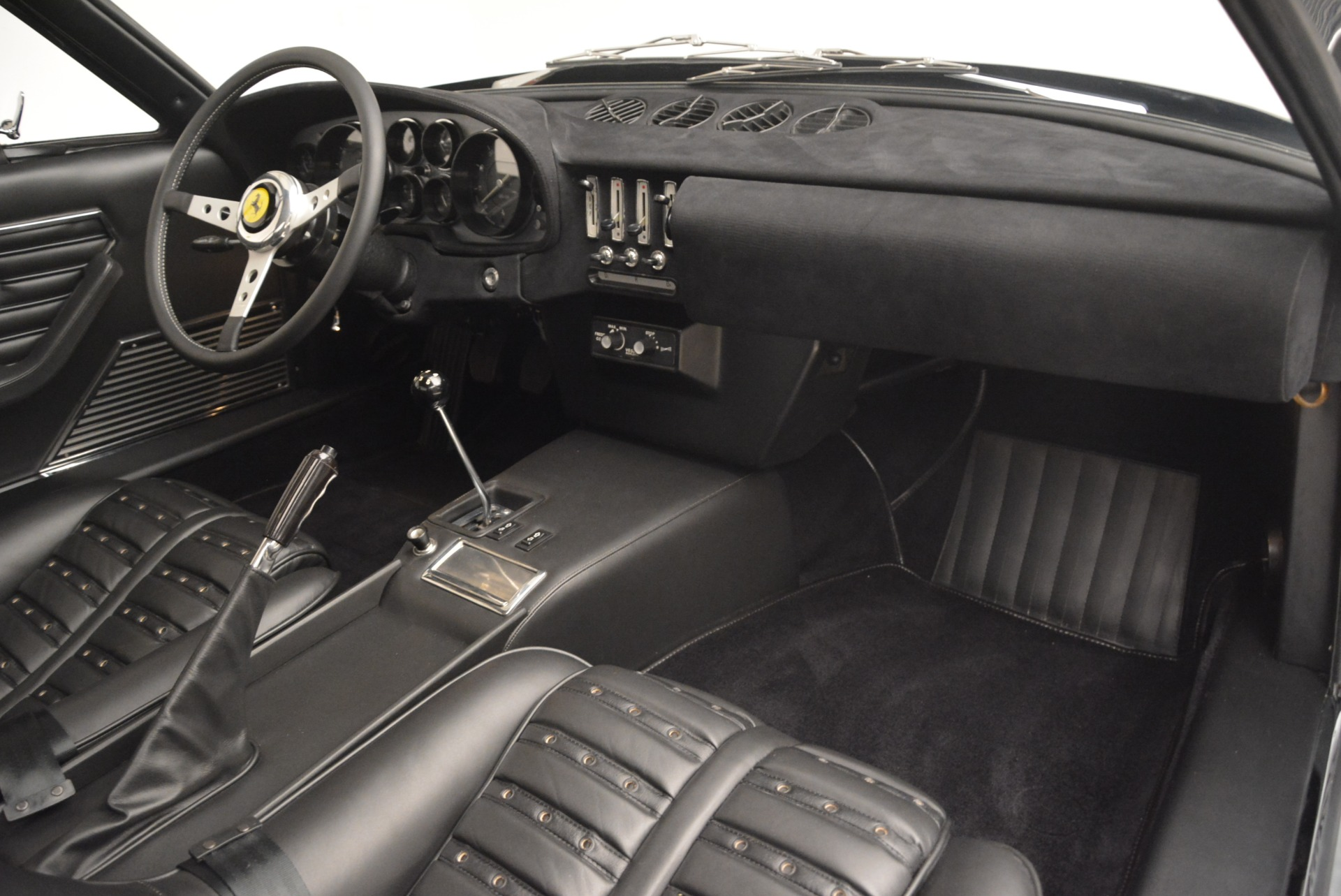Used 1971 Ferrari 365 GTB/4 Daytona For Sale In Greenwich, CT. Alfa Romeo of Greenwich, 4423 2146_p13