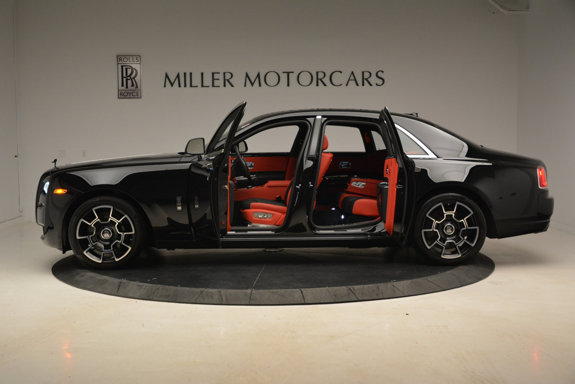 Used 2017 Rolls-Royce Ghost Black Badge For Sale In Greenwich, CT. Alfa Romeo of Greenwich, R451 2154_p3