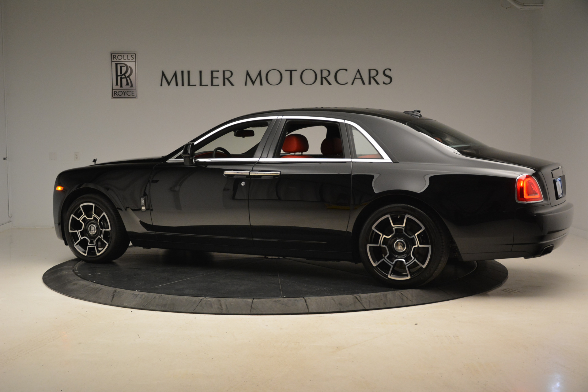 Used 2017 Rolls-Royce Ghost Black Badge For Sale In Greenwich, CT. Alfa Romeo of Greenwich, R451 2154_p4