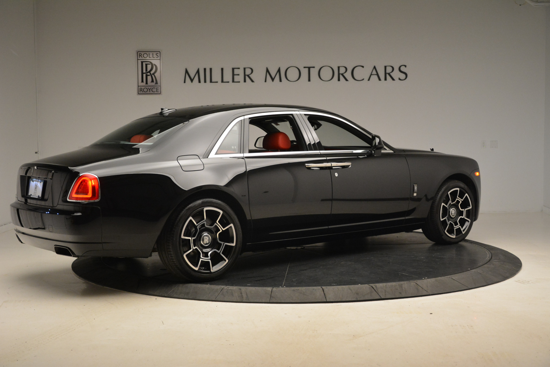 Used 2017 Rolls-Royce Ghost Black Badge For Sale In Greenwich, CT. Alfa Romeo of Greenwich, R451 2154_p8